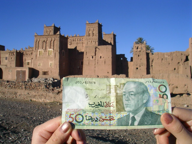 thumb 50 dirham banknote with the casbah of Amerhidil, near Skoura, in the background