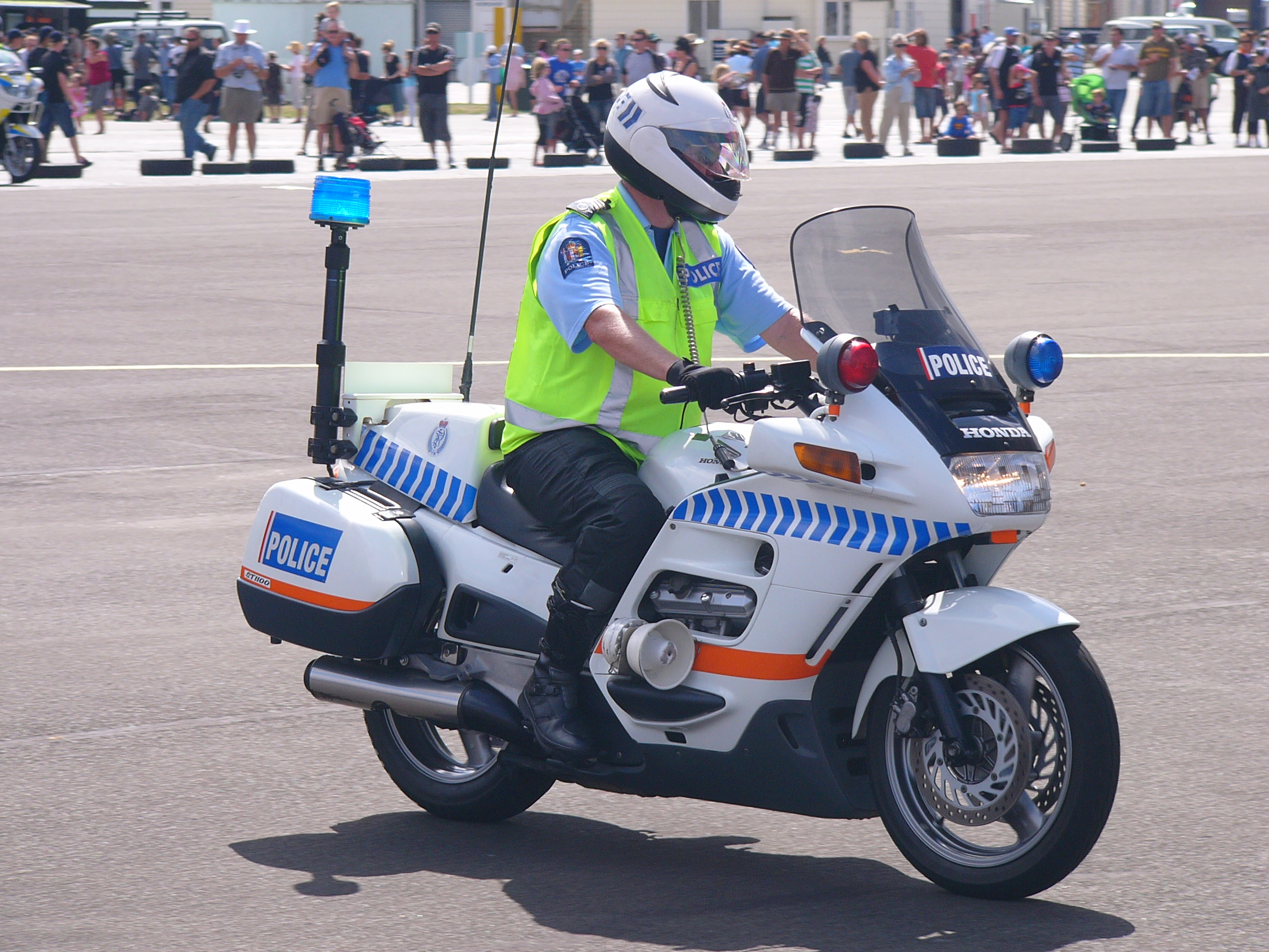 file:nz police motorcycles display - wikimedia commons