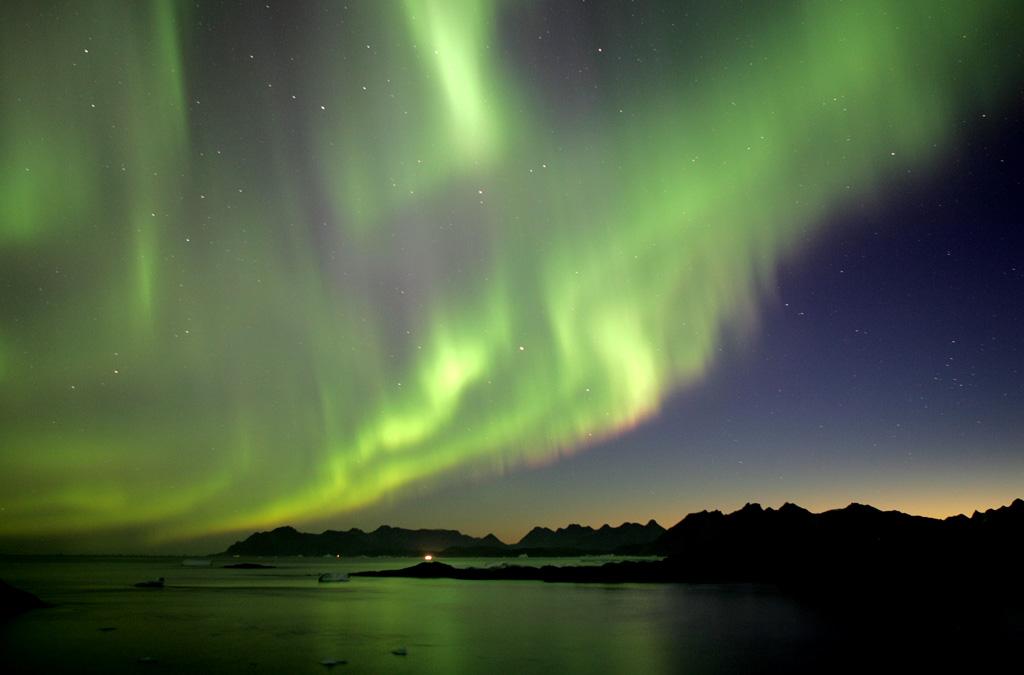 Les aurores boréales sont provoquées par des particules solaires échouées