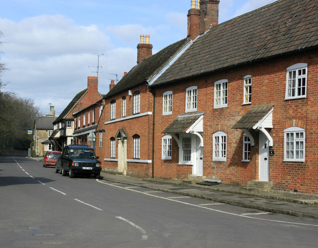 Old houses on High Street, Bromham - geograph.org.uk - 1764930