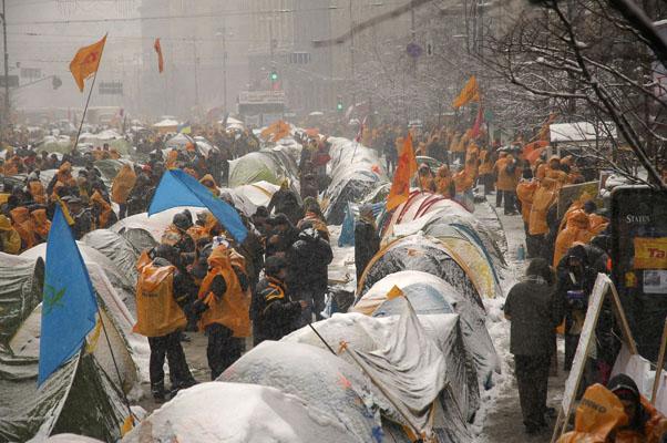 2004: Demonstranten kampieren auf der Kiewer Prachtstraße Chreschtschatyk