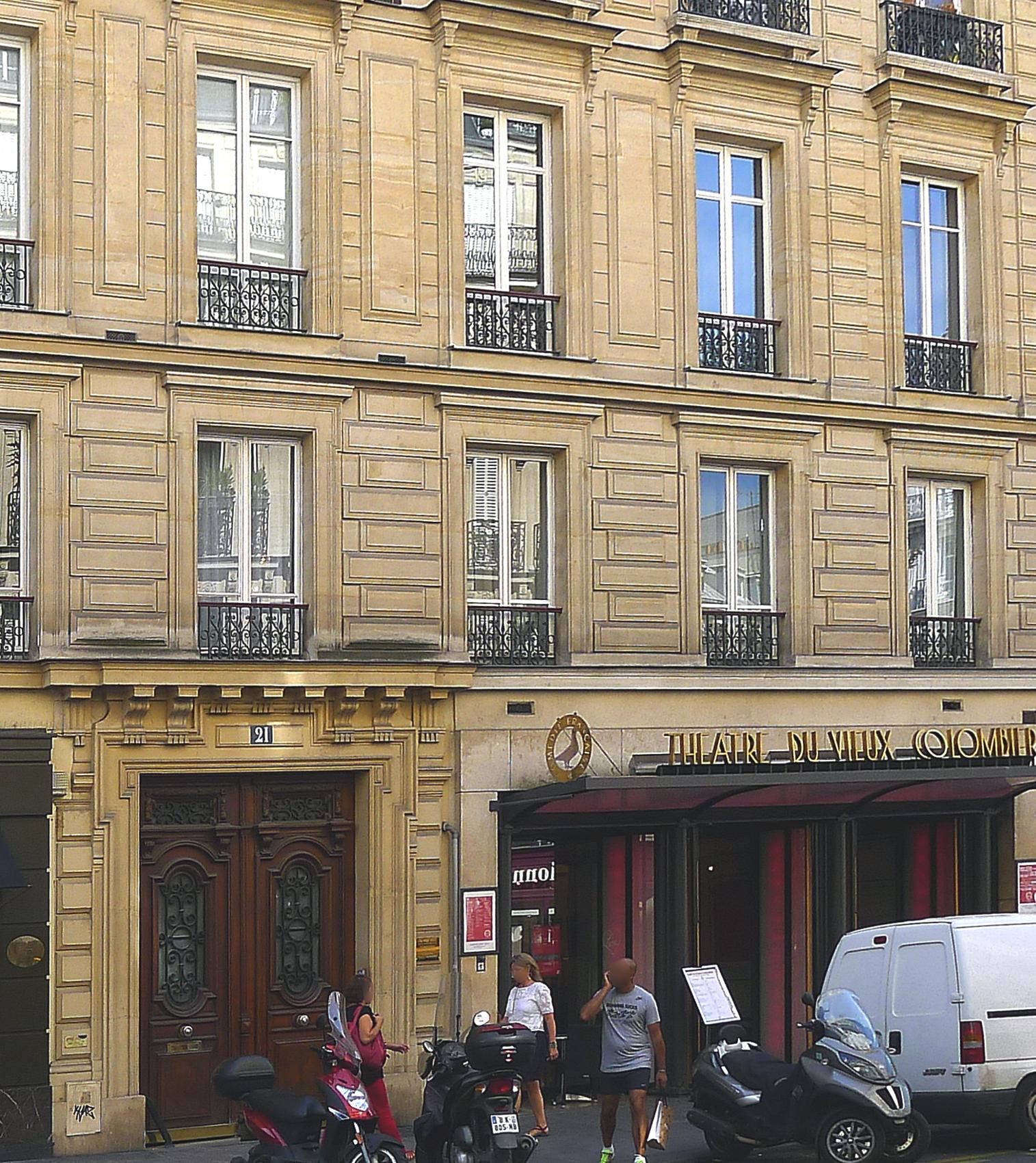 https://upload.wikimedia.org/wikipedia/commons/8/8b/P1130332_Paris_VI_rue_du_Vieux-Colombier_n%C2%B021_Th%C3%A9%C3%A2tre_du_Vieux-Colombier_rwk.JPG