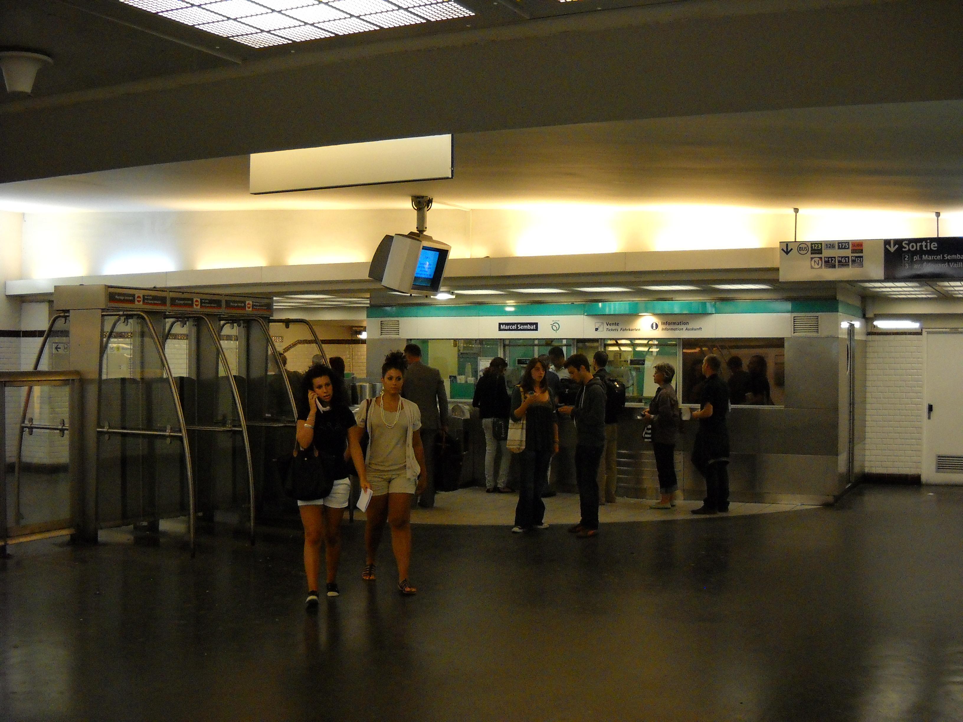 file paris metro marcel sembat 1 jpg wikimedia commons. Black Bedroom Furniture Sets. Home Design Ideas