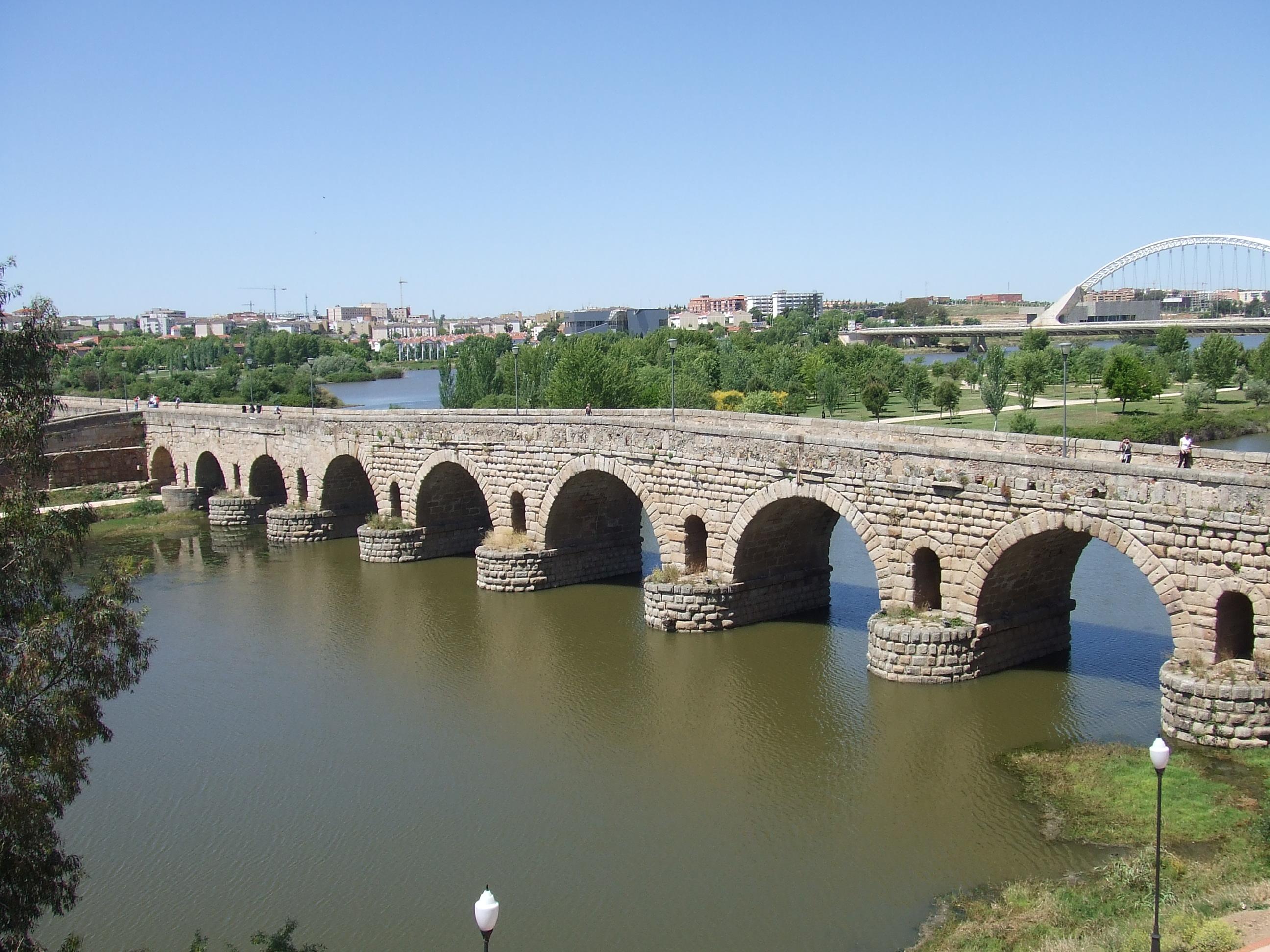 File:Puente Romano sobre el Río Guadiana, Mérida.JPG