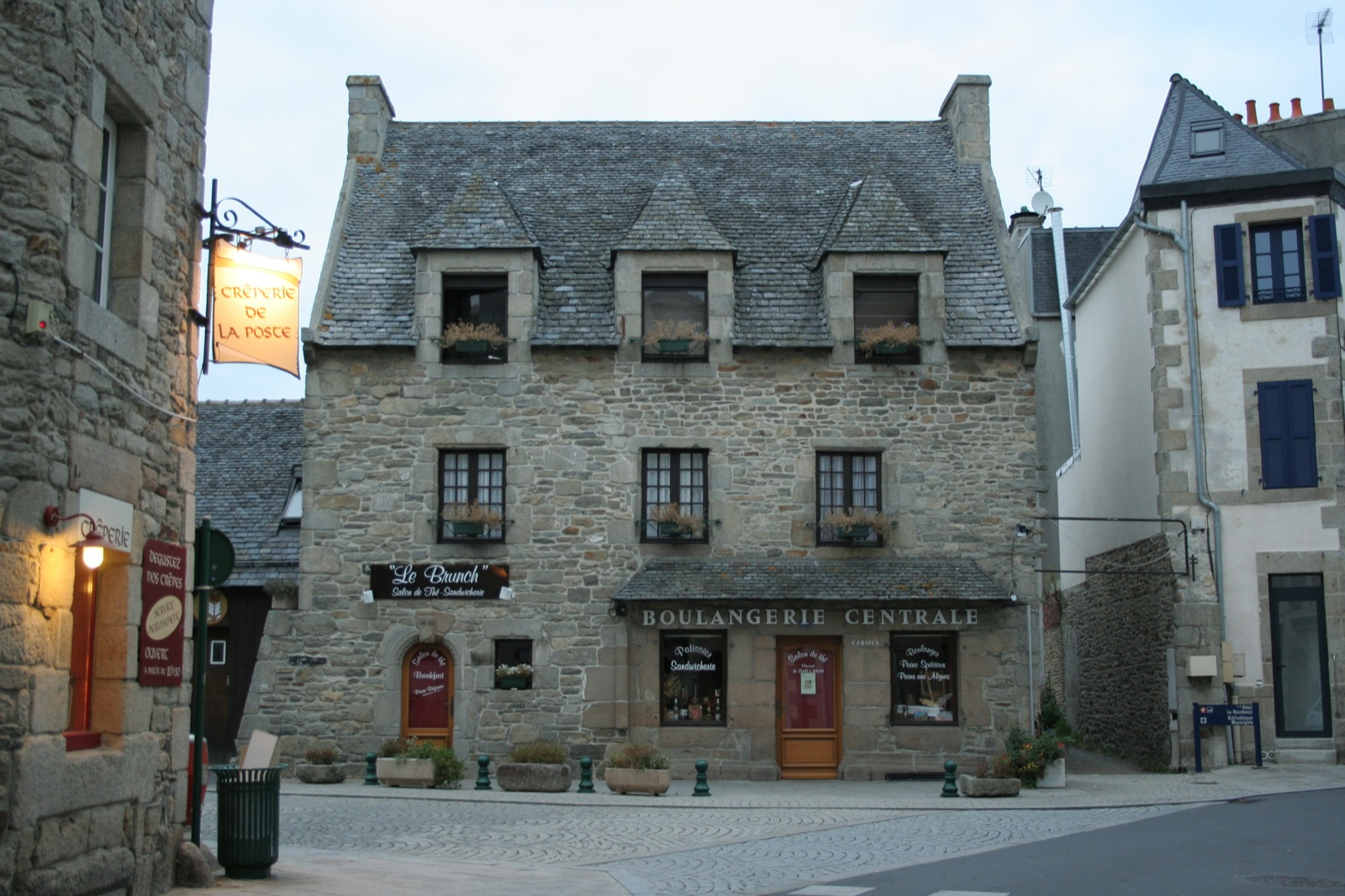 Roscoff France  city photo : Roscoff, France Wikimedia Commons