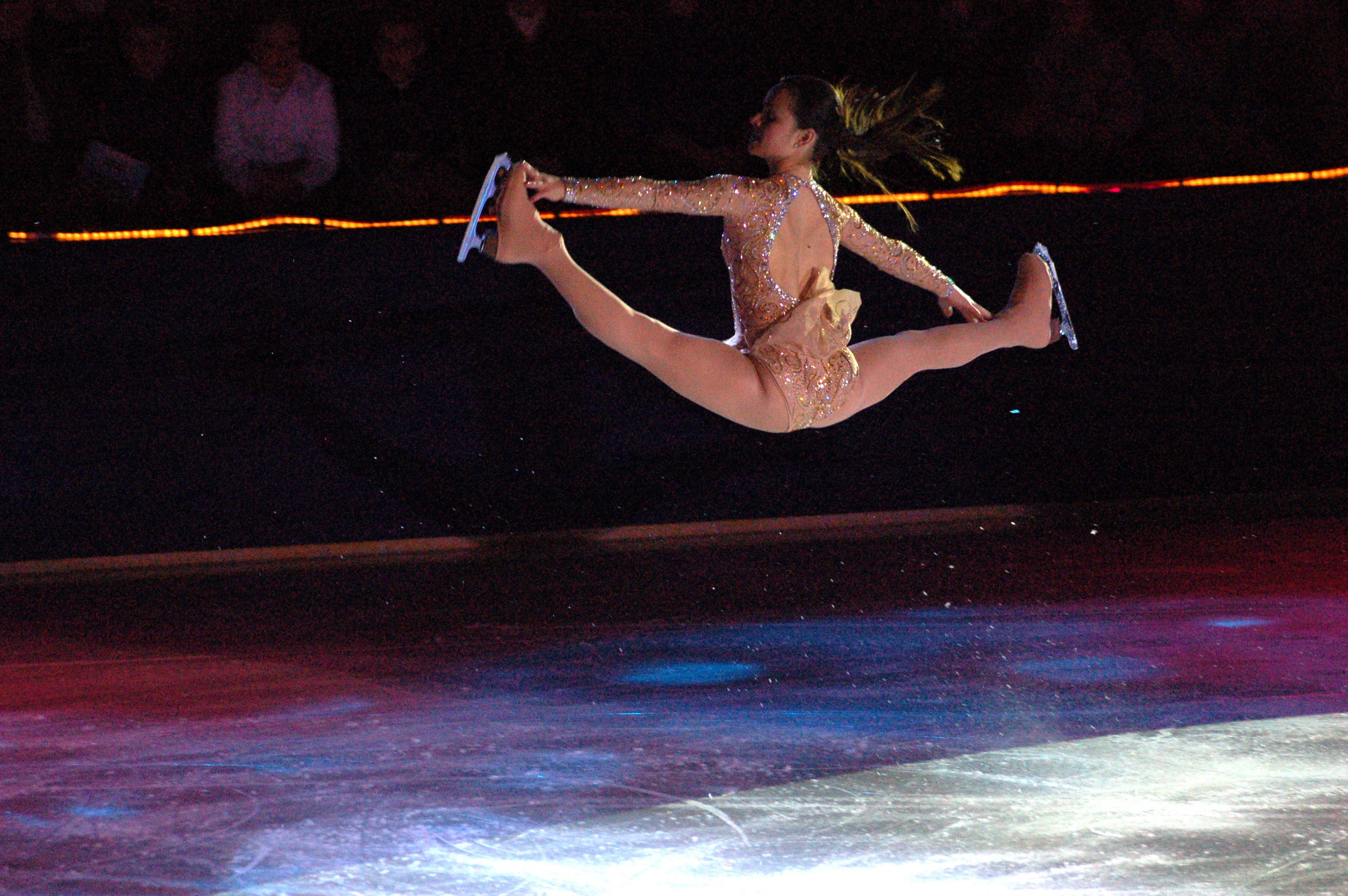 http://upload.wikimedia.org/wikipedia/commons/8/8b/Sasha_Cohen_Split_Jump.jpg