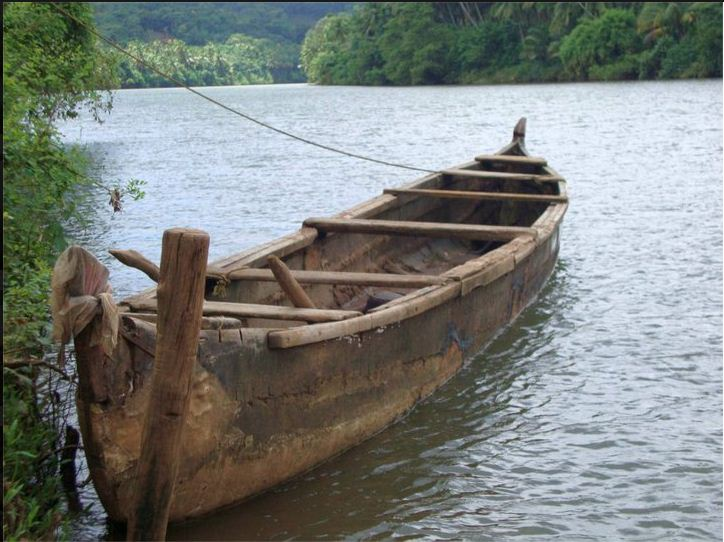 Small-boat-in-cheriyoor-river