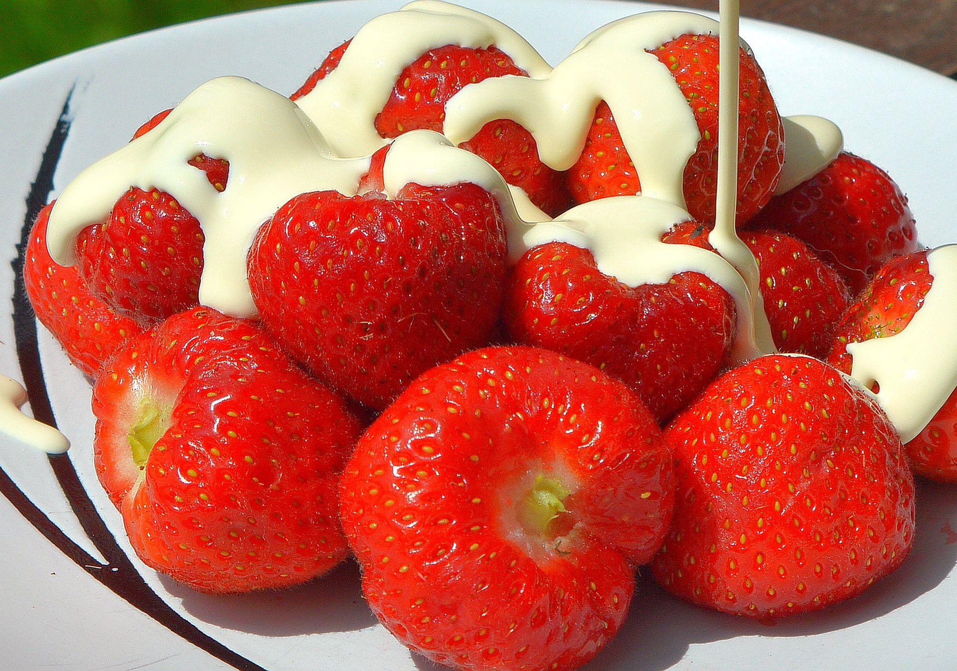 Strawberries and cream Wimbledon 2014.jpg