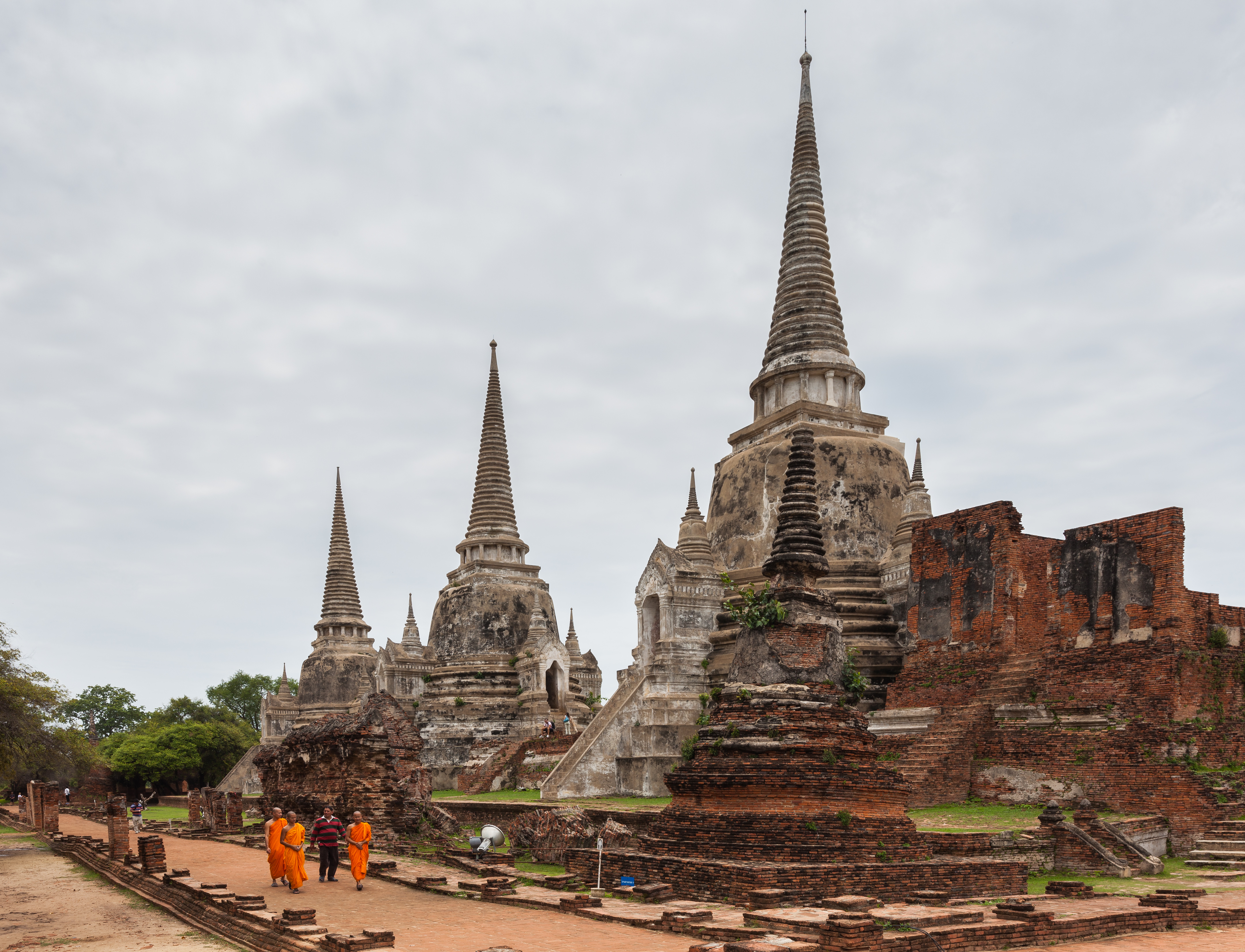 File:Templo Phra Si Sanphet, Ayutthaya, Tailandia, 2013-08 ...