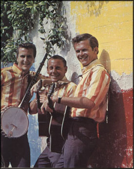The Kingston Trio in 1963. Van links naar rechts: John Stewart, Nick Reynolds en Bob Shane
