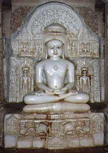 Une statue d'Ajitnath, premier Tîrthankara, «faiseur de gué»