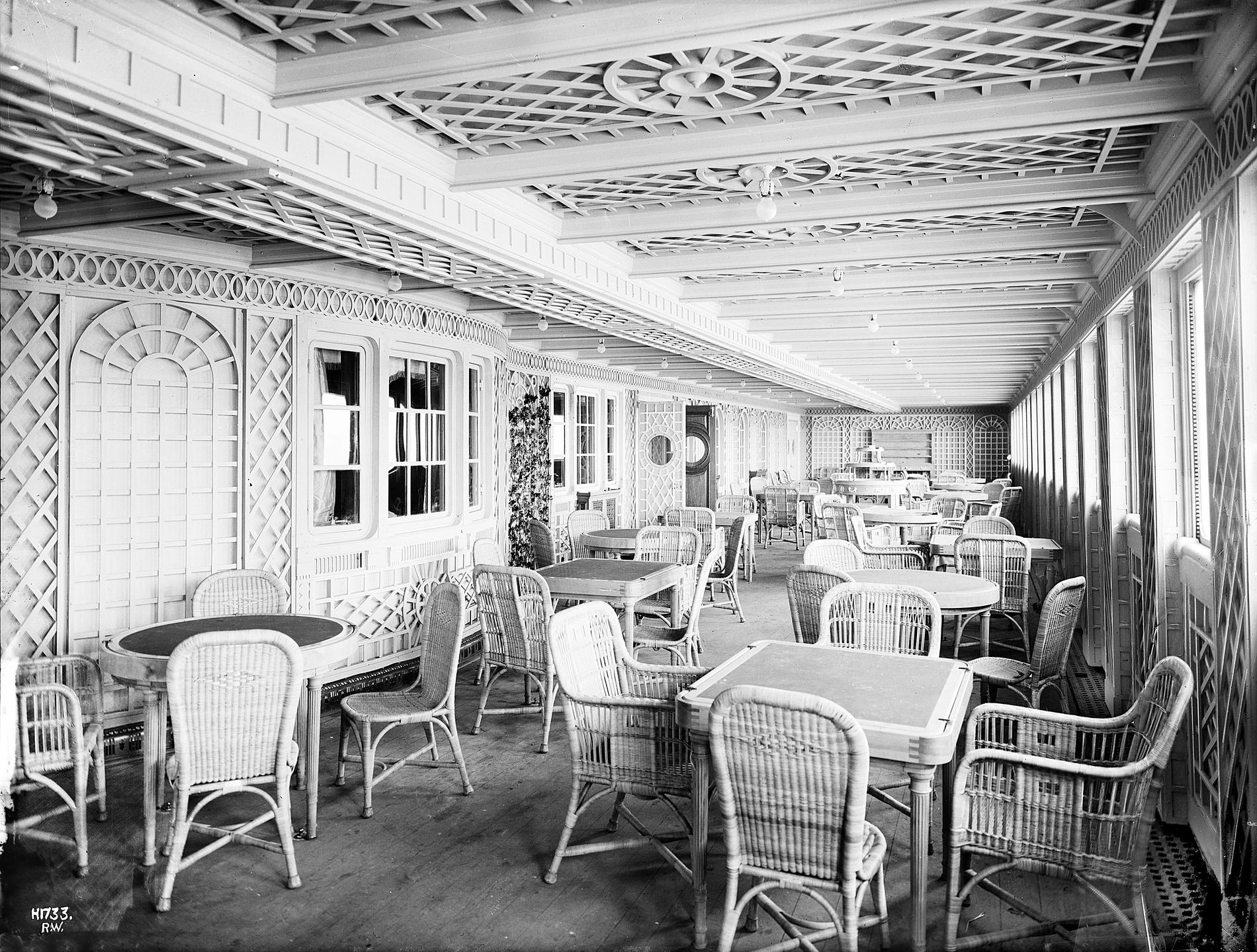 Titanic cafe parisien