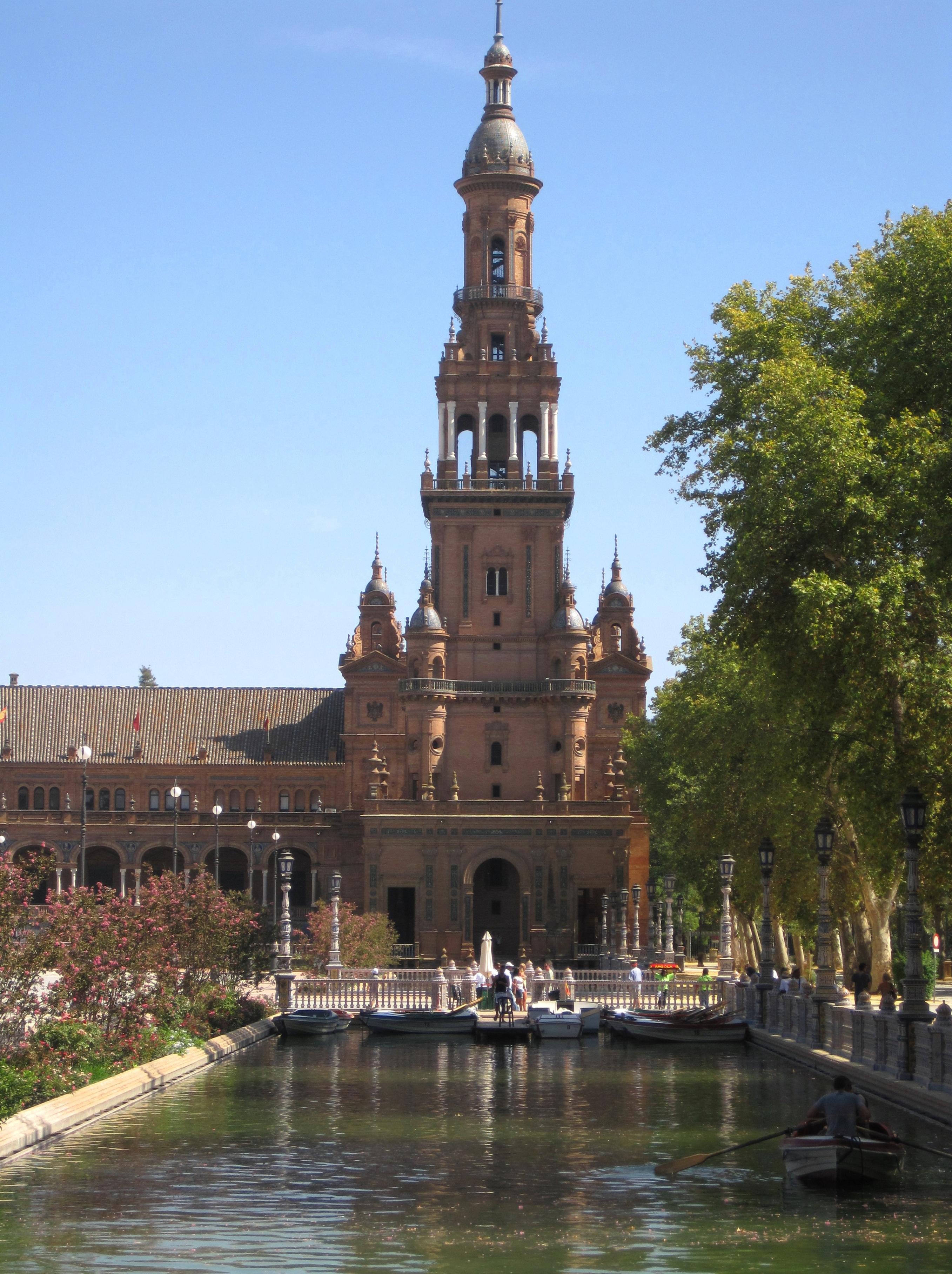 File:Torre Sur, Plaza de España. Sevilla..JPG - Wikimedia ...