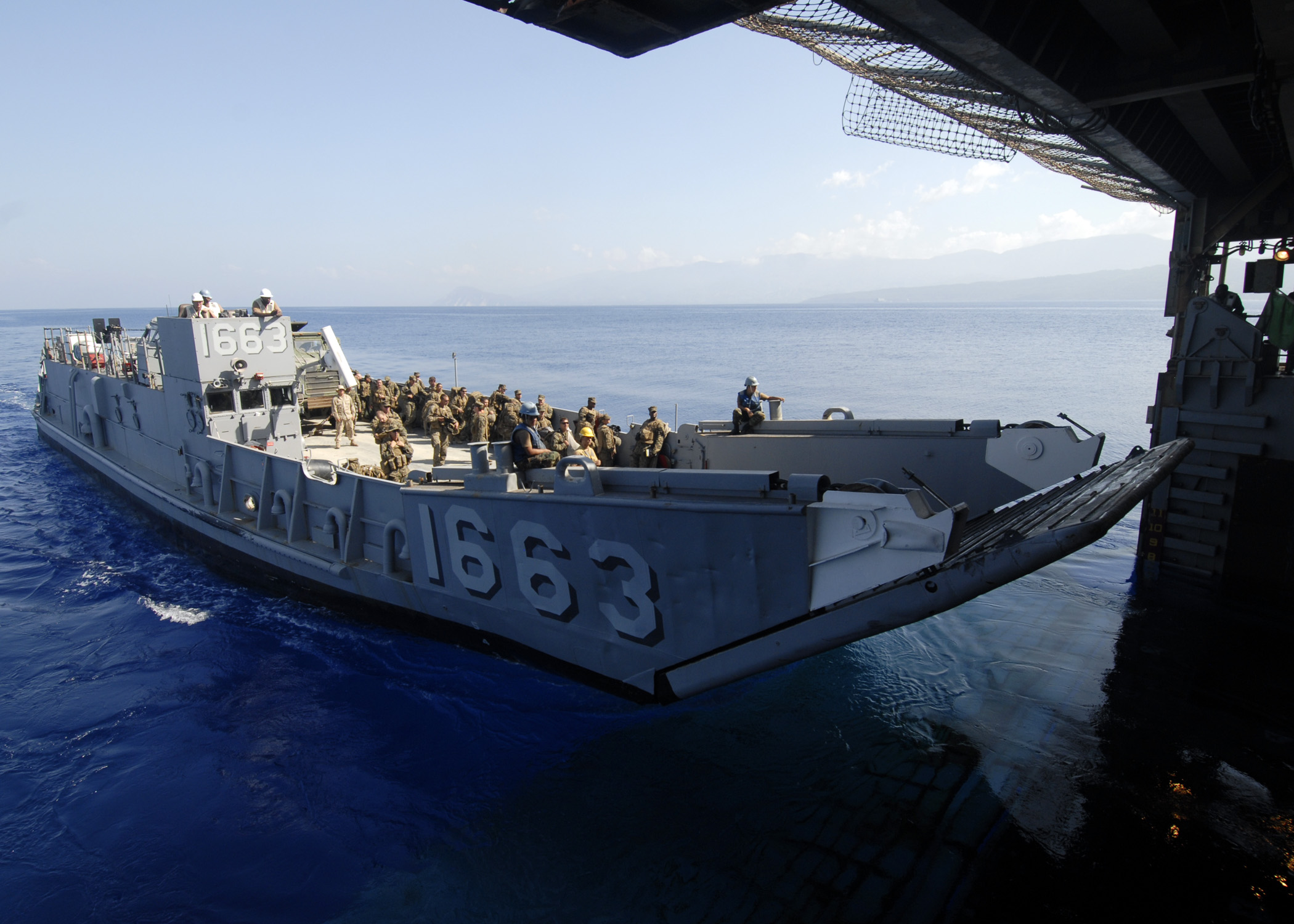 File:US Navy 100212-N-2000D-350 Landing Craft Unit (LCU