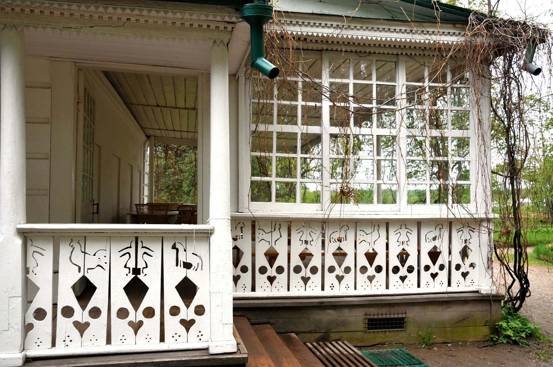 File veranda della casa di for Planimetrie della casa di gambrel