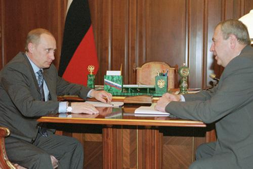 File:Vladimir Putin 16 May 2001-3.jpg