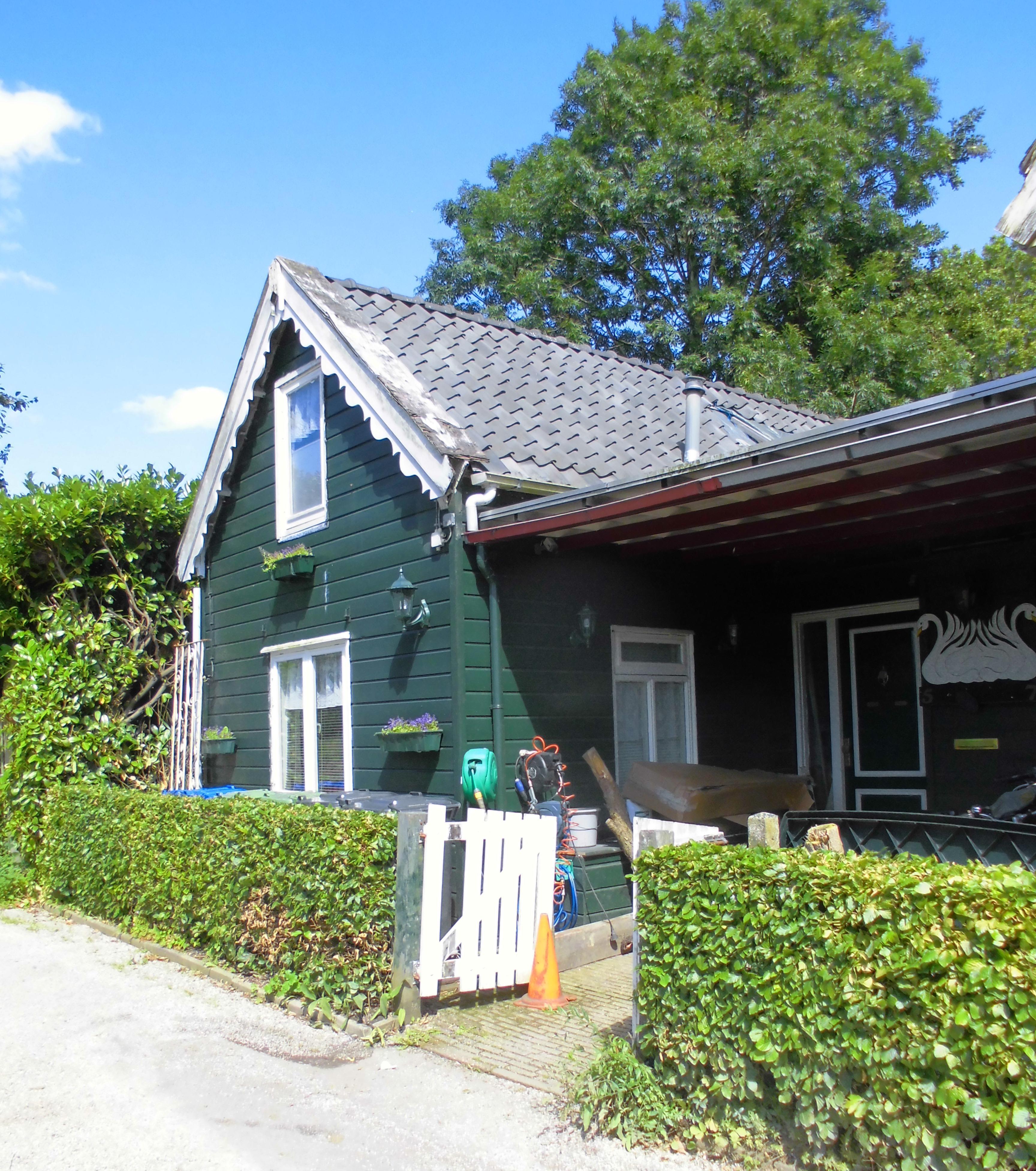 Houten huis met zolderverdieping onder mansardekap in weesp monument - Houten huis ...