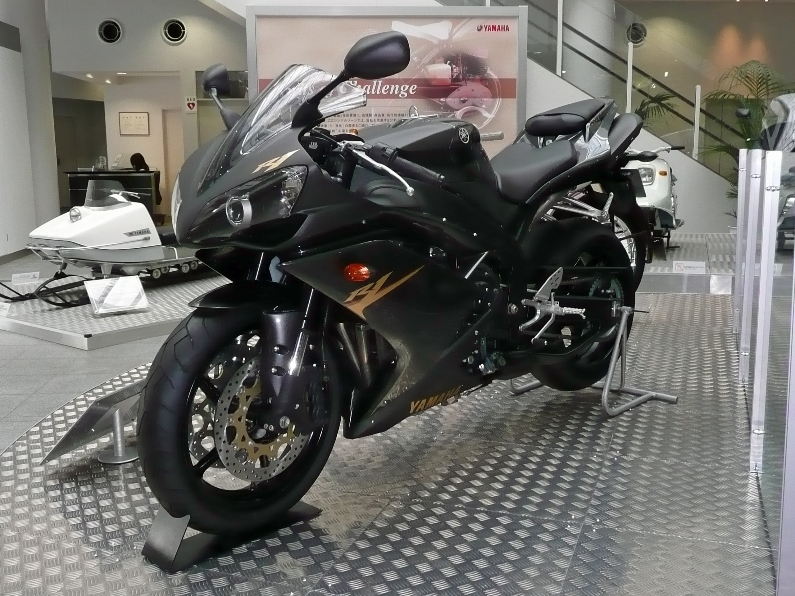 File:YAMAHA YZF-R1 2008 left Yamaha Communication Plaza.jpg ...