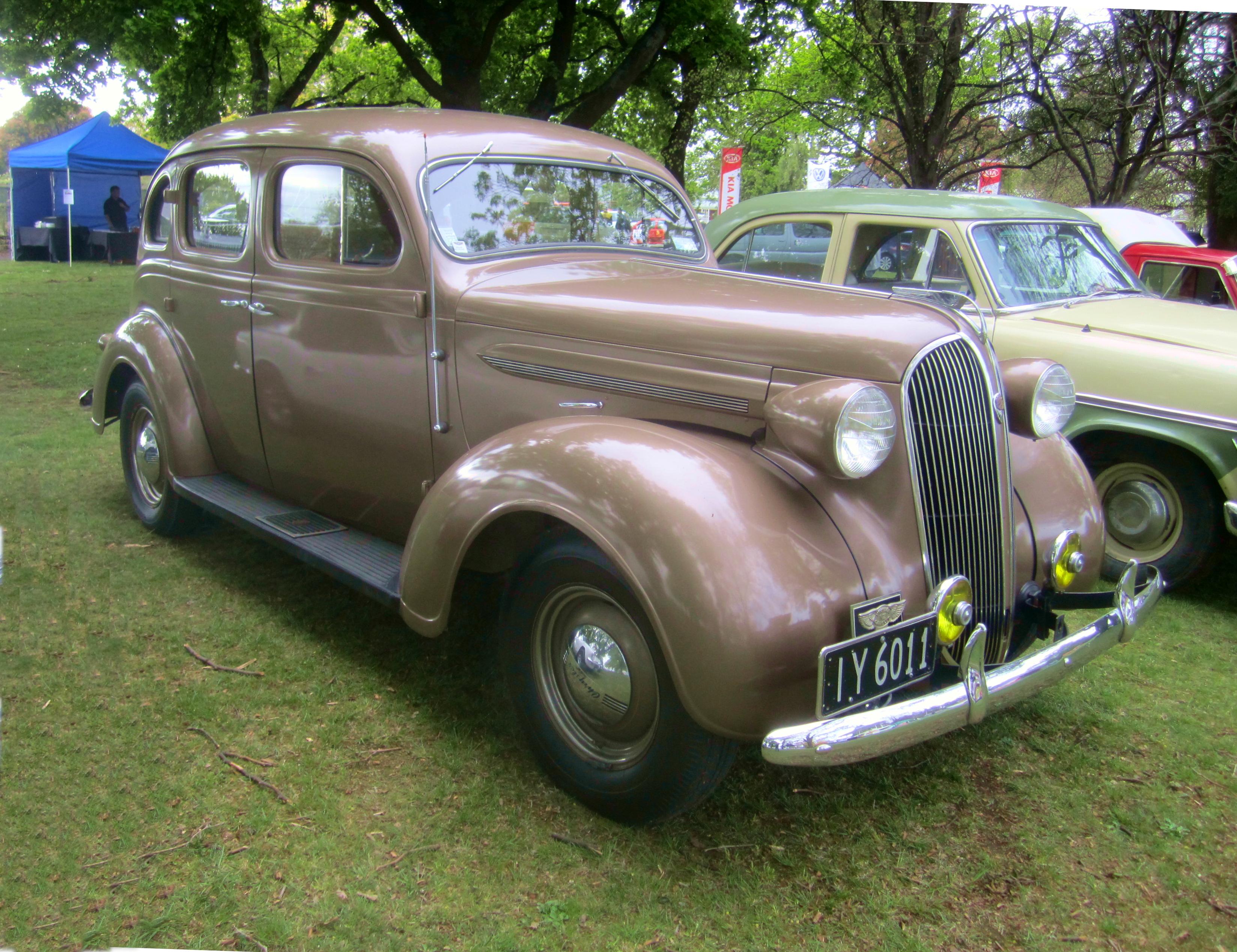 File:1937 Chrysler Royal Sedan.jpg - Wikimedia Commons