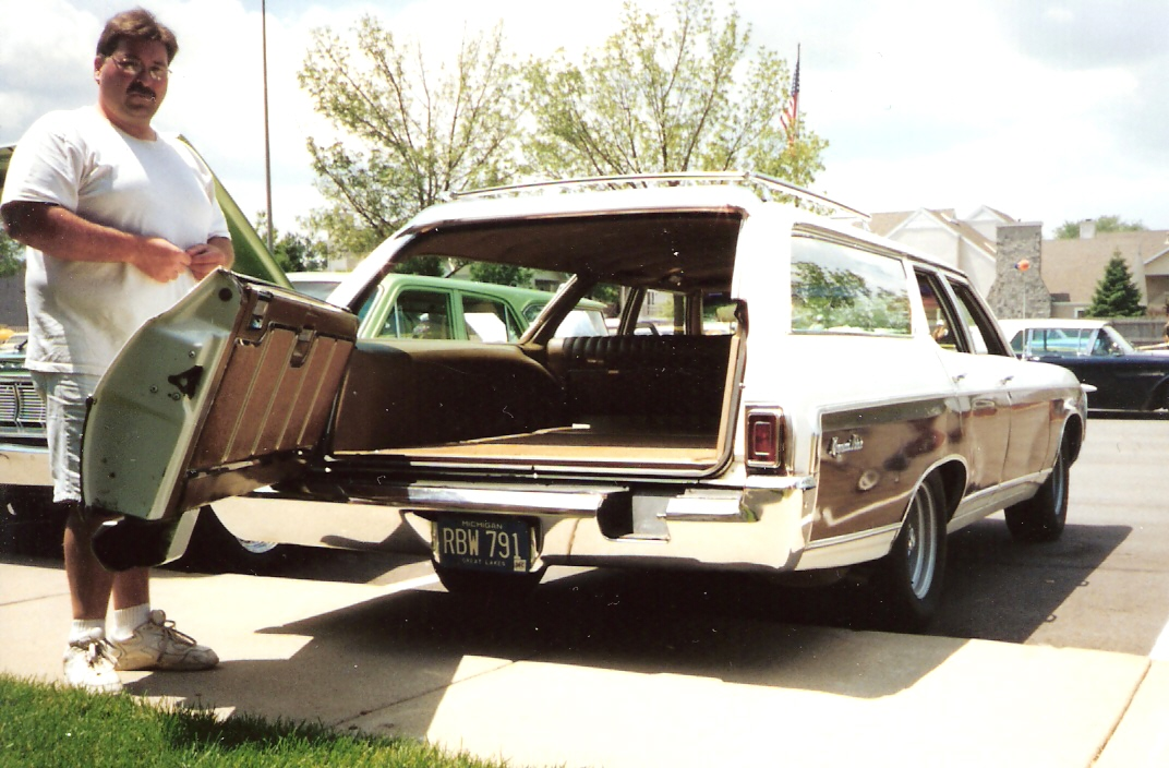 1969 Chevrolet Kingswood Estate Wagon http://en.wikipedia.org/wiki/File:1969_Chevrolet_Kingswood_Estate.jpg