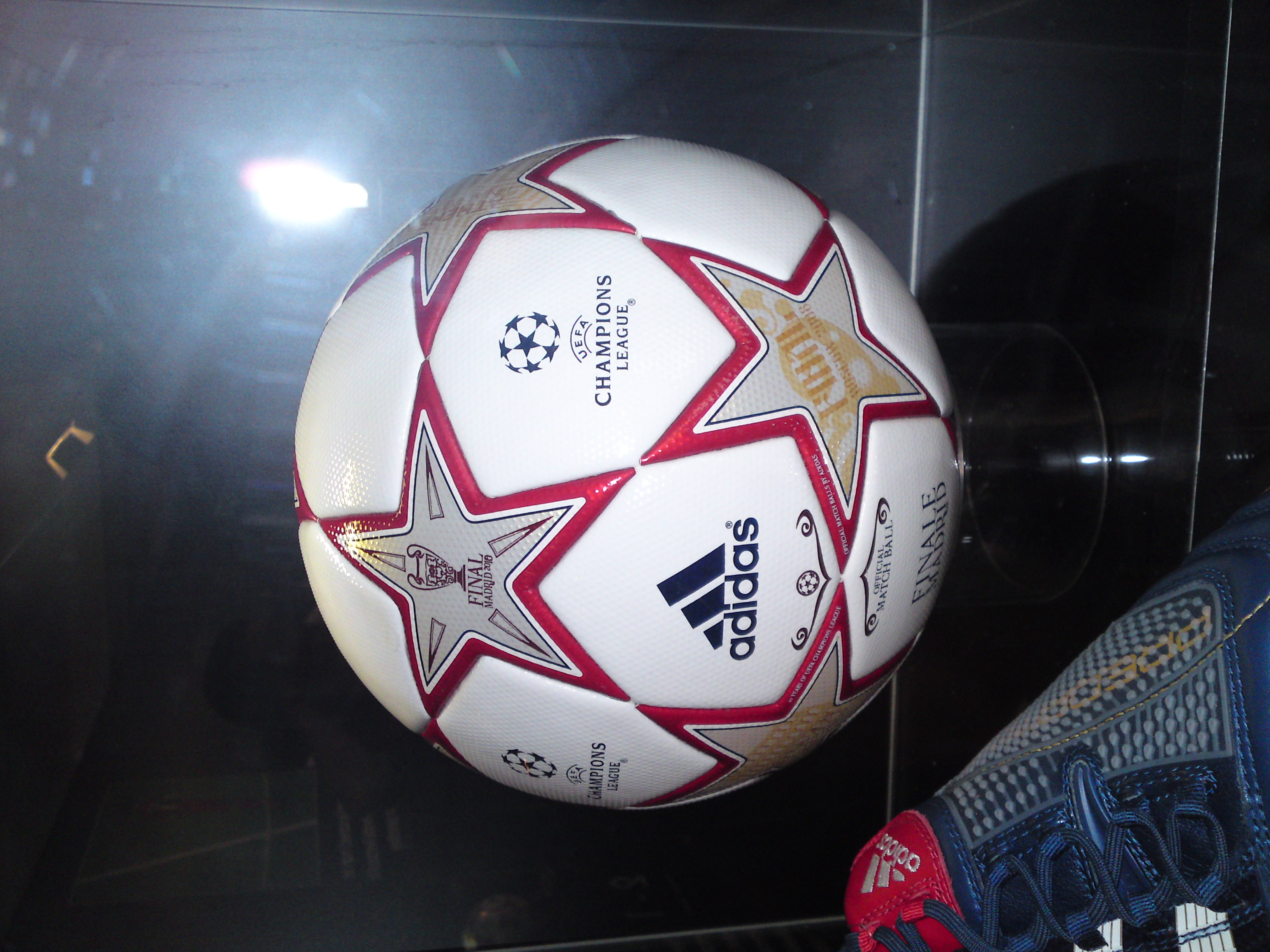 039cce012 File:2010 UEFA Champions League Final ball.JPG - Wikimedia Commons