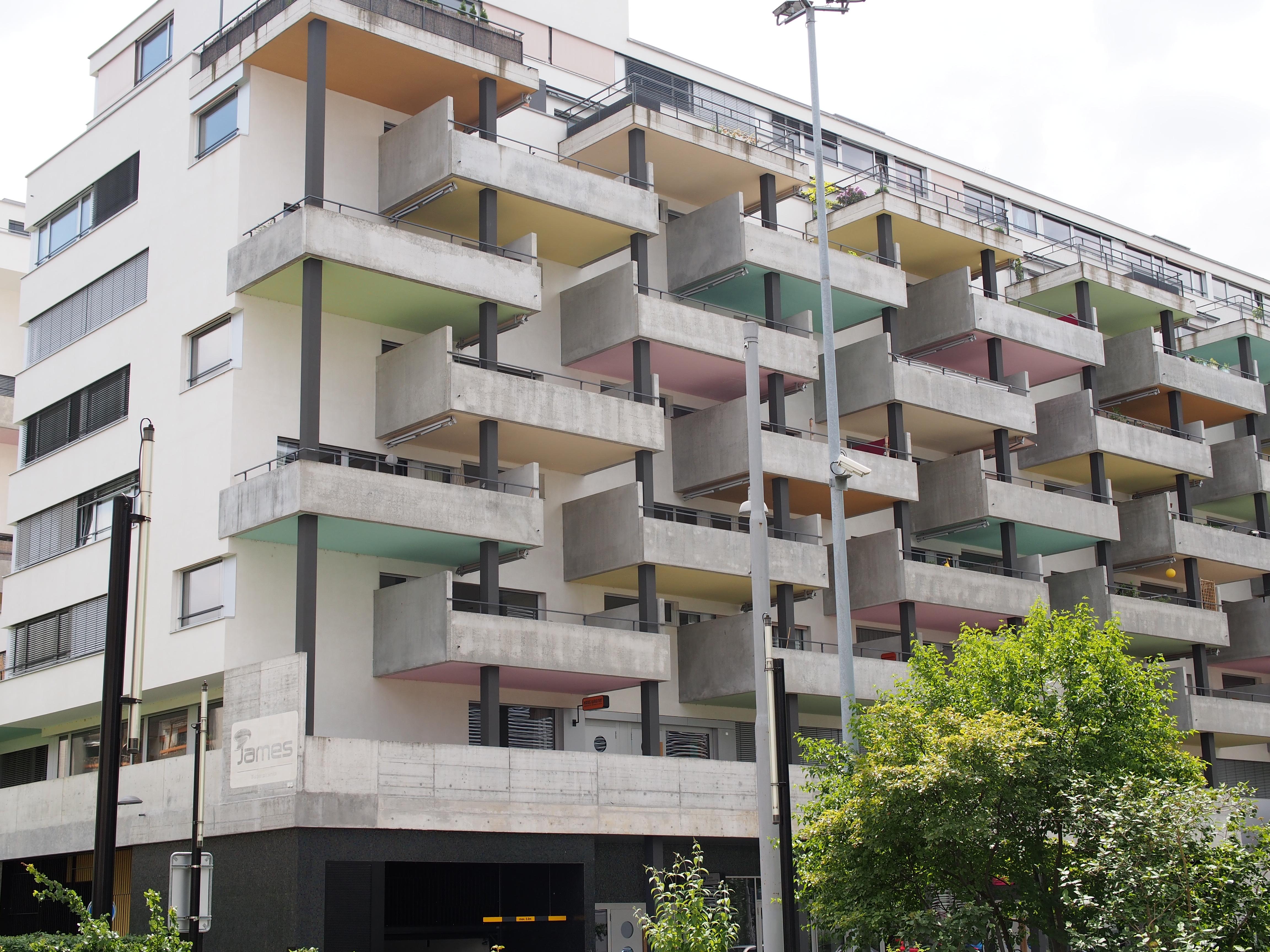 file altstetten wohnhaus balkon farbe bild 3 jpg wikimedia commons. Black Bedroom Furniture Sets. Home Design Ideas