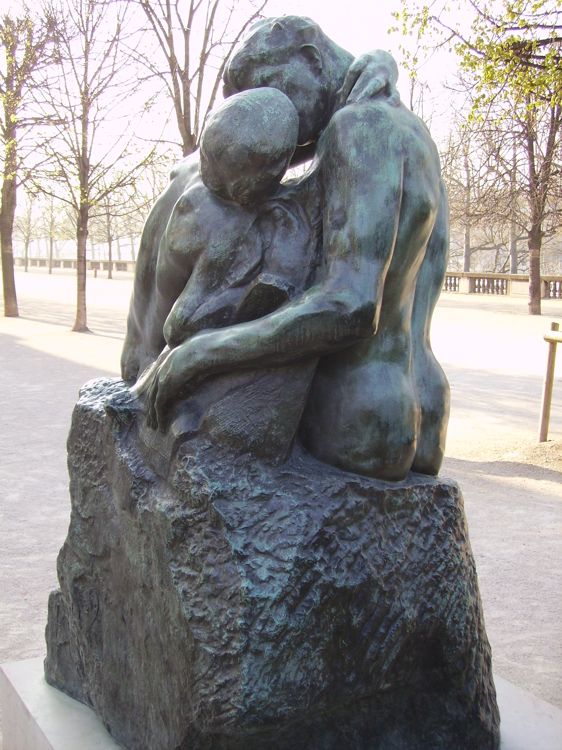 the kiss by rodin auguste While rodin used many assistants to help him cast or carve his sculptures,  brancusi  compare brancusi's the kiss to auguste rodin's the kiss from 1901- 04.