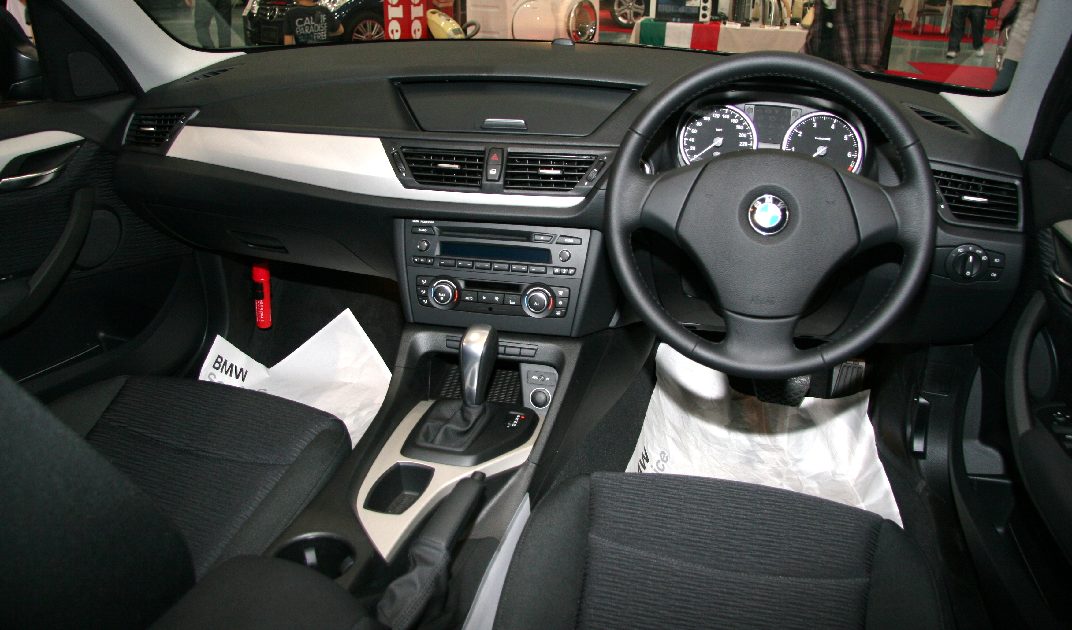 File Bmw X1 Sdrive 18i Interior Jpg Wikimedia Commons