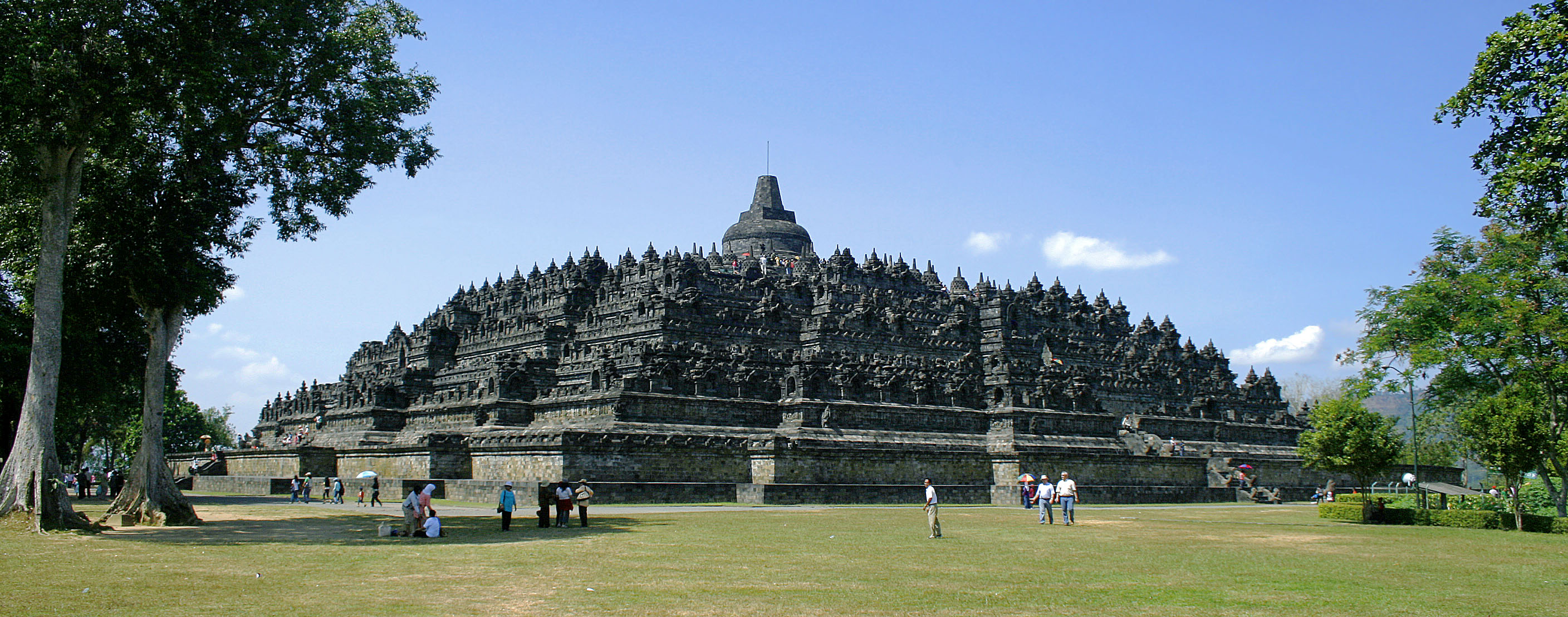 http://upload.wikimedia.org/wikipedia/commons/8/8c/Borobudur-Nothwest-view.jpg