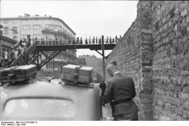http://upload.wikimedia.org/wikipedia/commons/8/8c/Bundesarchiv_Bild_101I-270-0298-13,_Polen,_Ghetto_Warschau,_Br%C3%BCcke.jpg