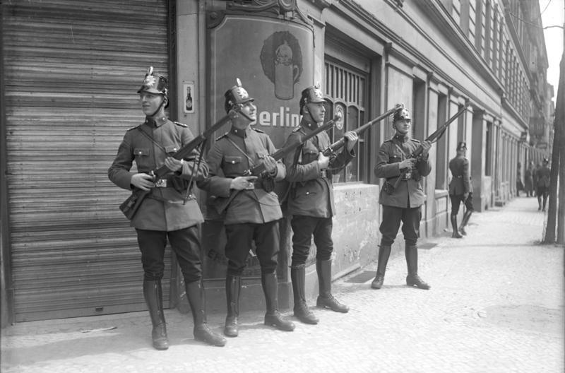 Bundesarchiv Bild 102-07717, Berlin, Mai-Unruhen