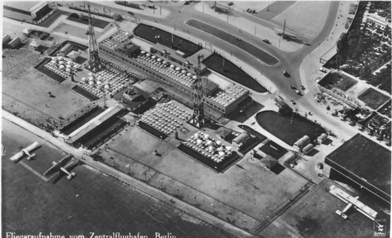 Zentralflughafen, Bundesarchiv, Bild 146-1998-041-09 / Klinke & Co. / CC-BY-SA 3.0 [CC BY-SA 3.0 de (https://creativecommons.org/licenses/by-sa/3.0/de/deed.en)], via Wikimedia Commons
