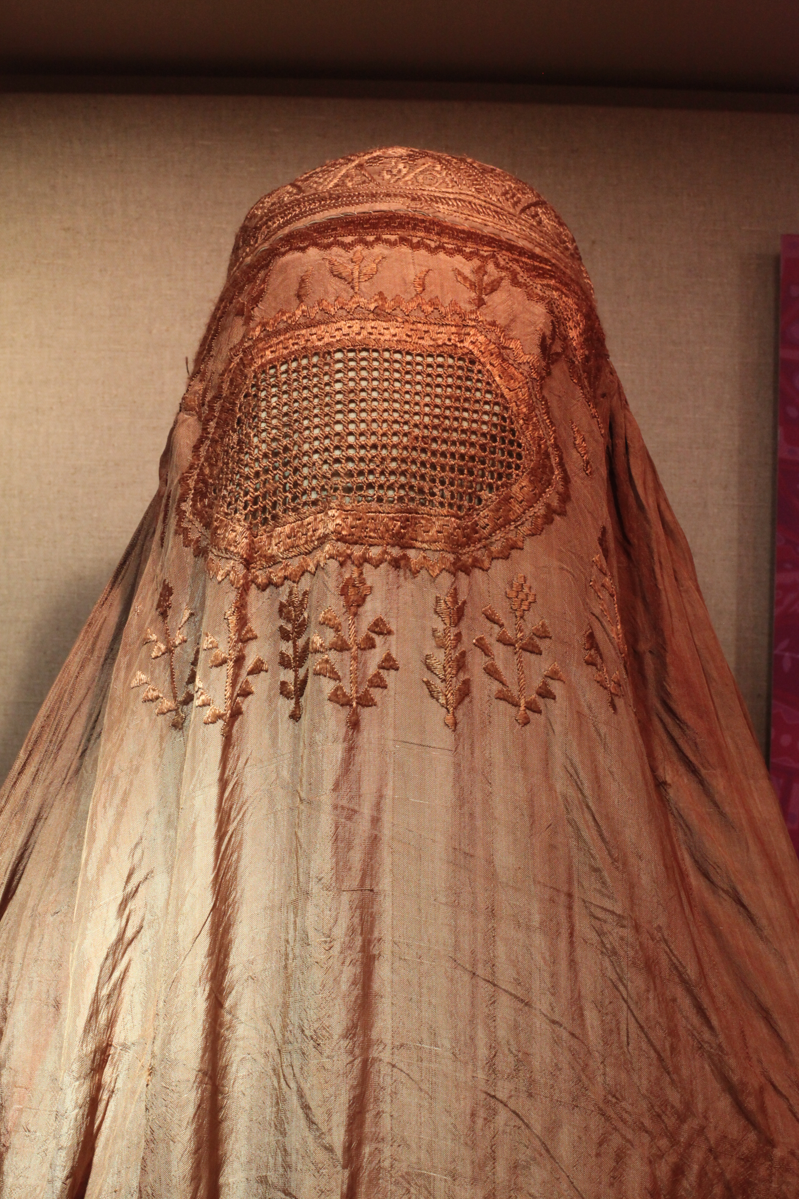 should women wear the burqa in Amina, you are 22, you wear the burqa here in australia, do you understand how a western country could see it as a symbol of inequality, that women are being.