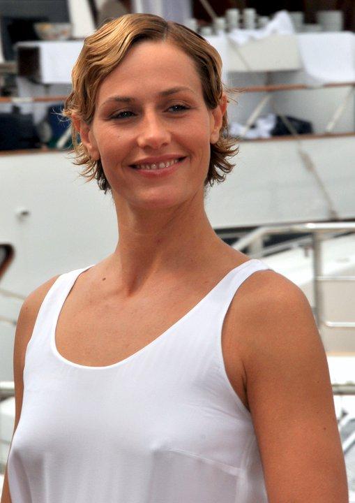 Cecile De La Villa Des Coers Brises