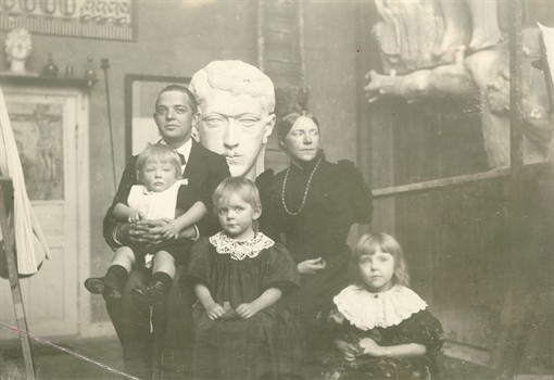 File:Carl Nielsen family (Willumsen studio).jpg - Wikimedia Commons