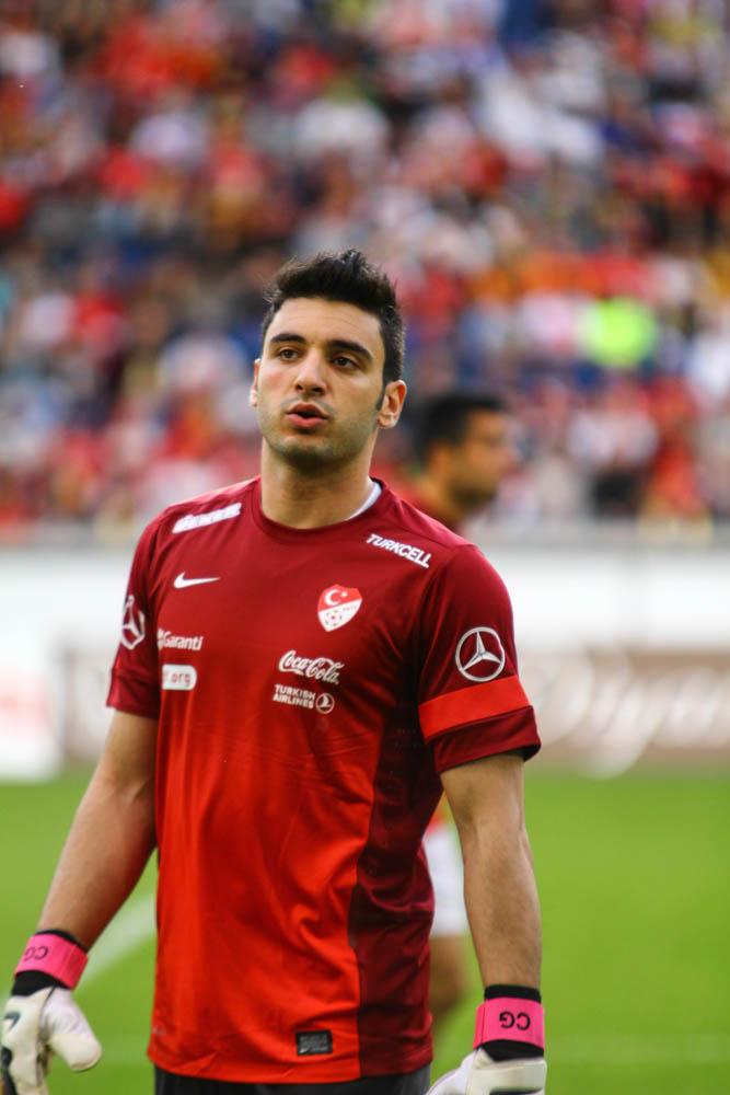 Cenk G%C3%B6nen 2013 1 Yurtdışında Oynayan En iyi Türk Futbolcular