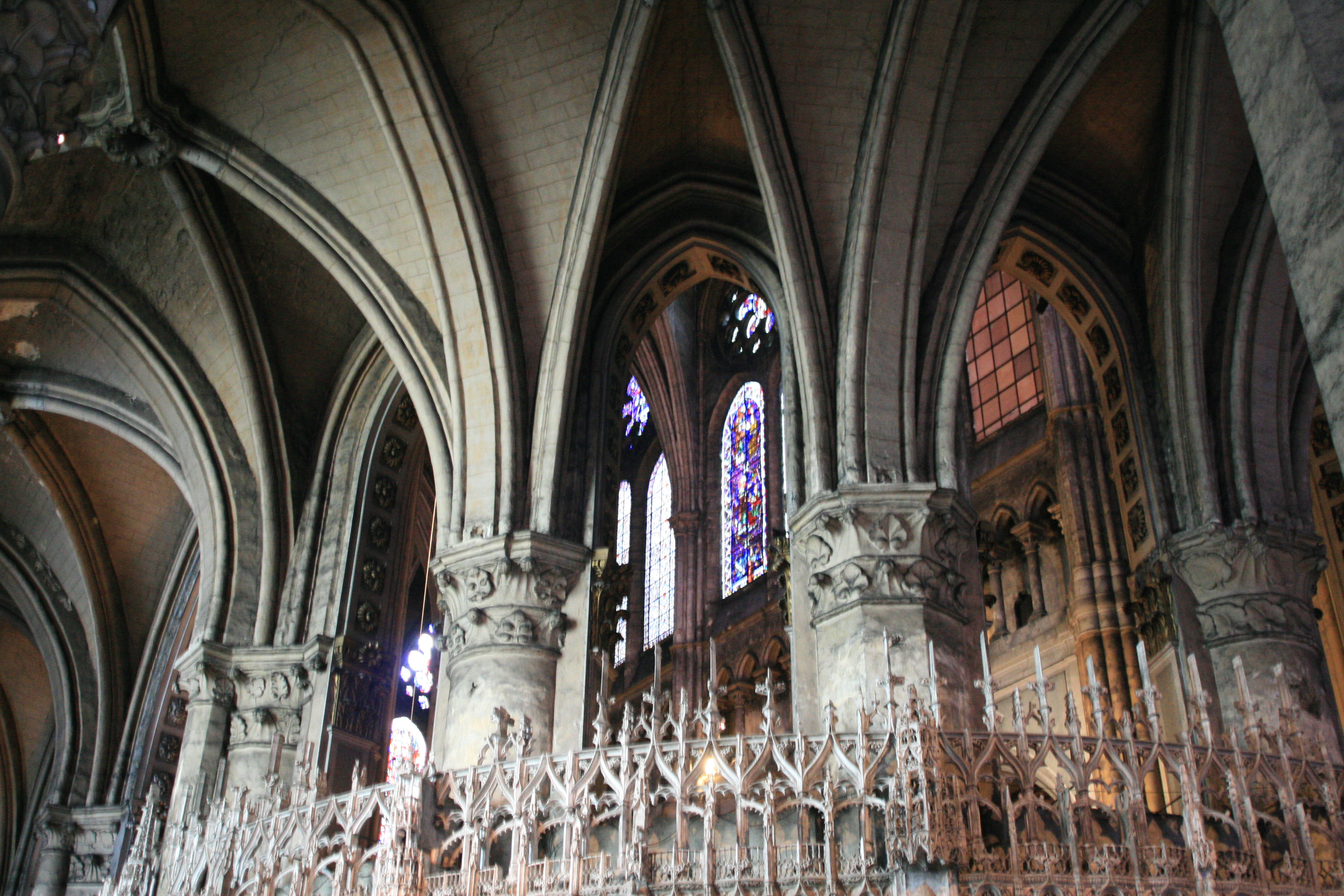 File Chartres Cathedral Ambulatory View Into Choir 2007 08