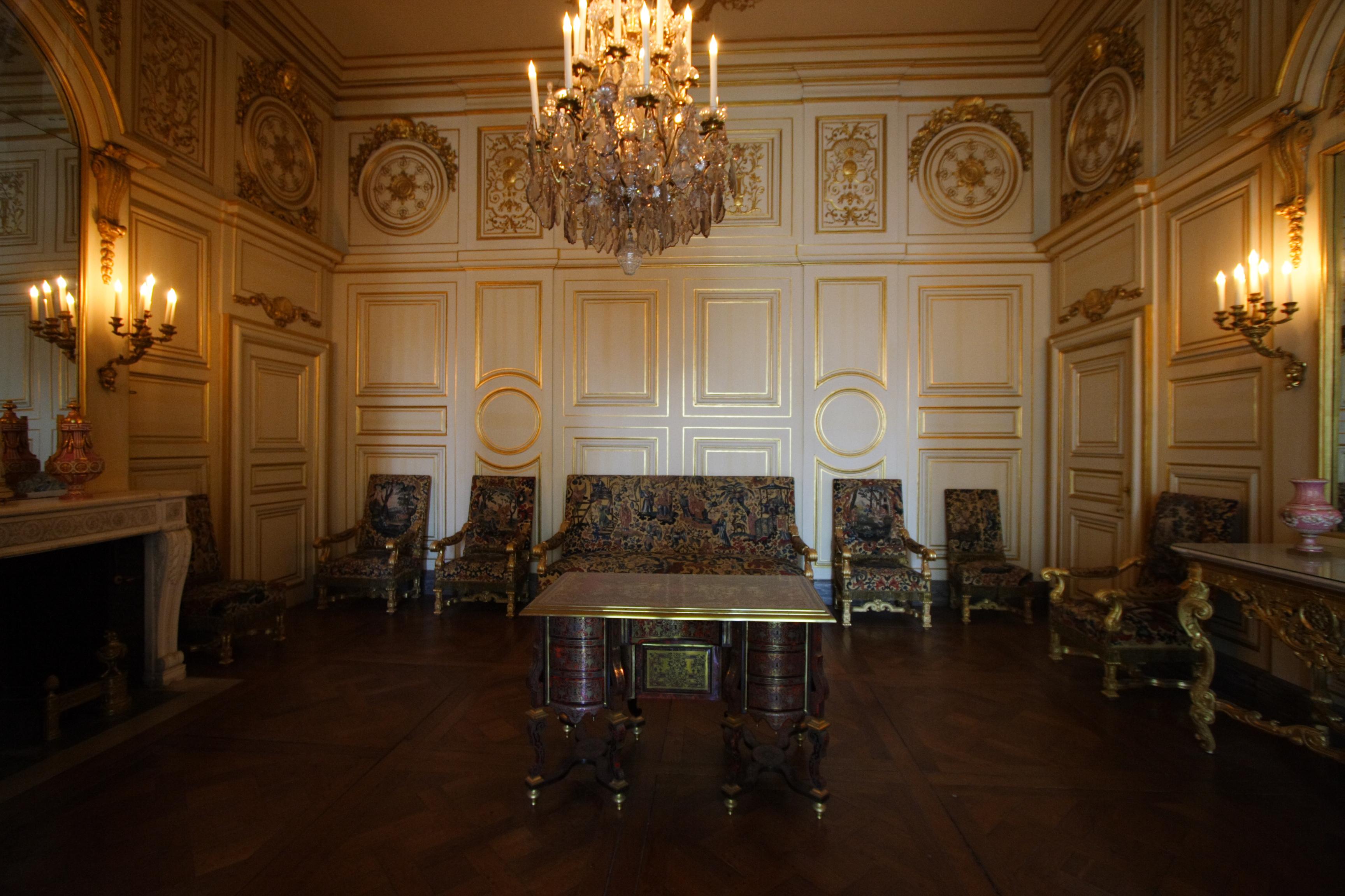 this is versailles fontainebleau apartments of madame de maintenon. Black Bedroom Furniture Sets. Home Design Ideas