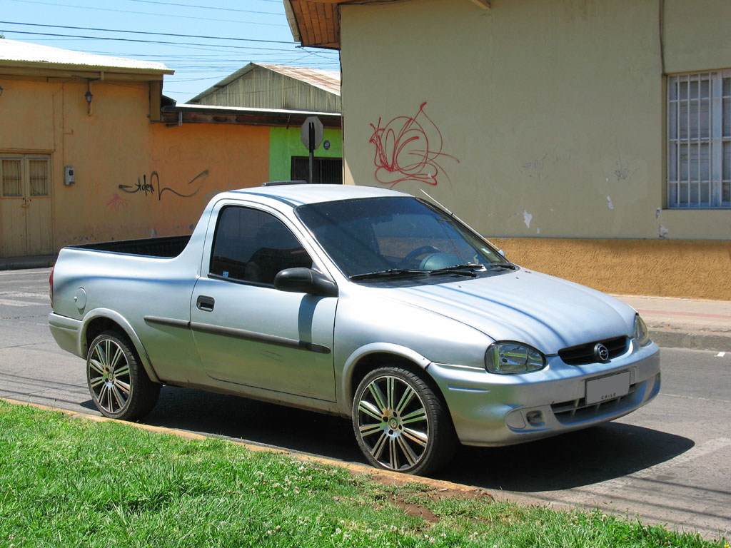 Chevrolet_Corsa_1.6_ST_Pick_up_2004.jpg