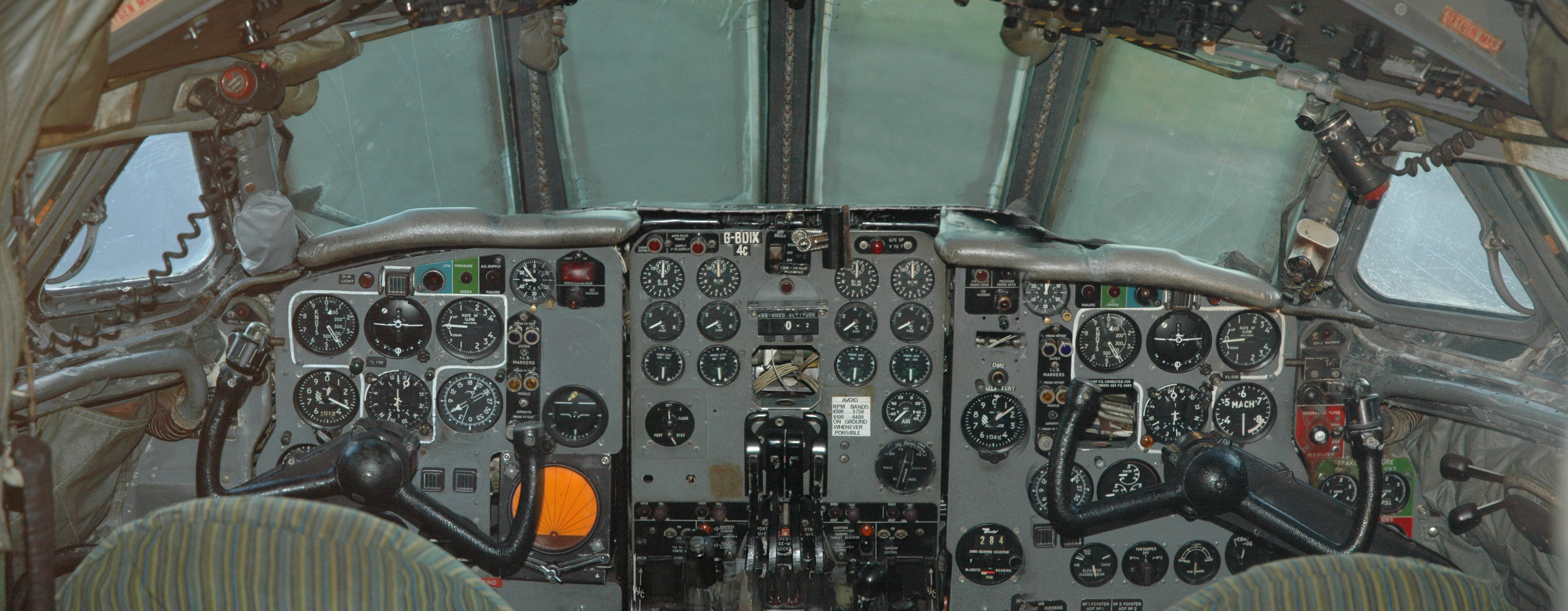 File Comet 4c Cockpit Jpg Wikimedia Commons