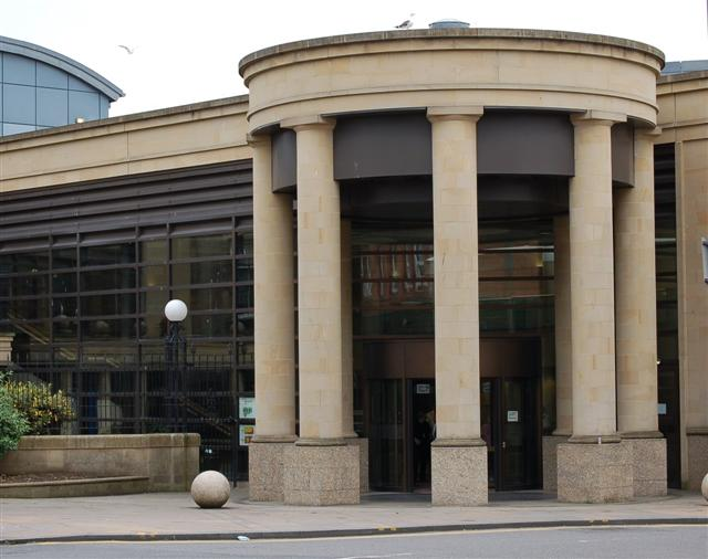 Court entrance - geograph.org.uk - 495852.jpg