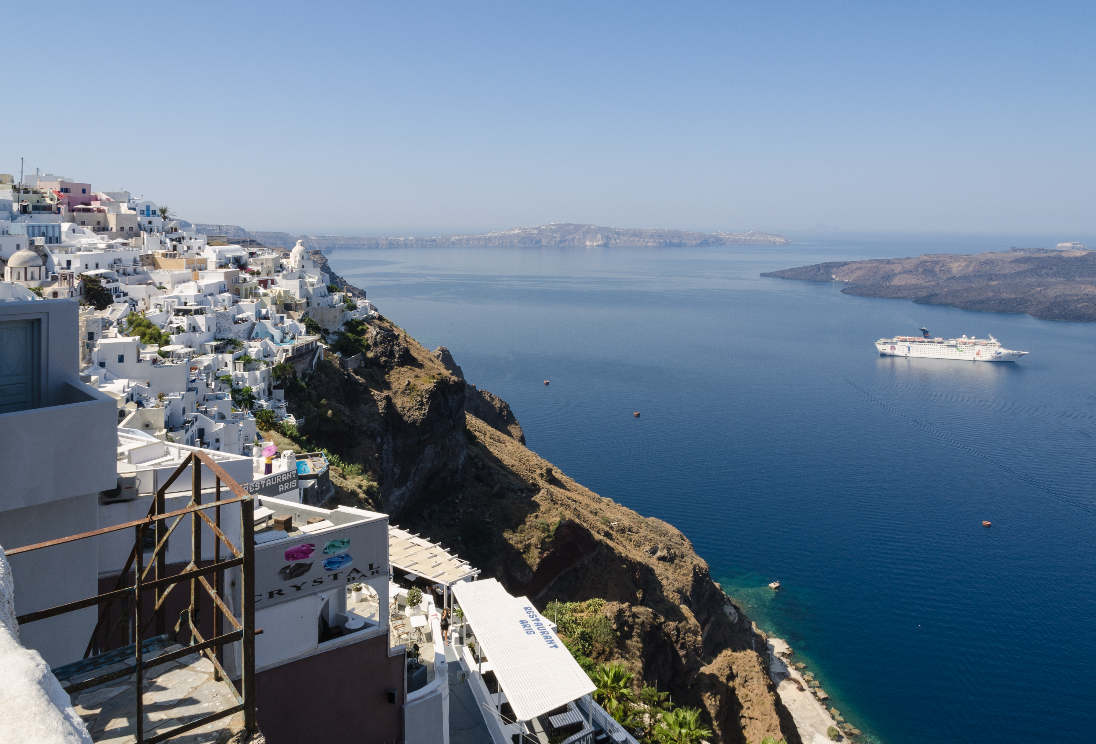 File:Crater rim alley - Fira - Santorini - Greece - 04.jpg