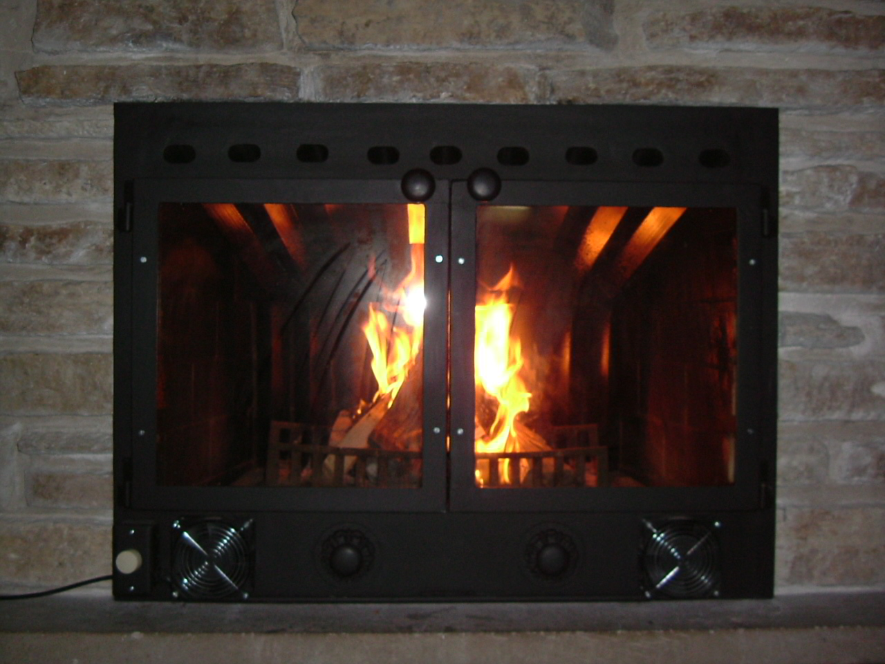 File custom fitted fireplace insert - Insert pour grande cheminee ancienne ...