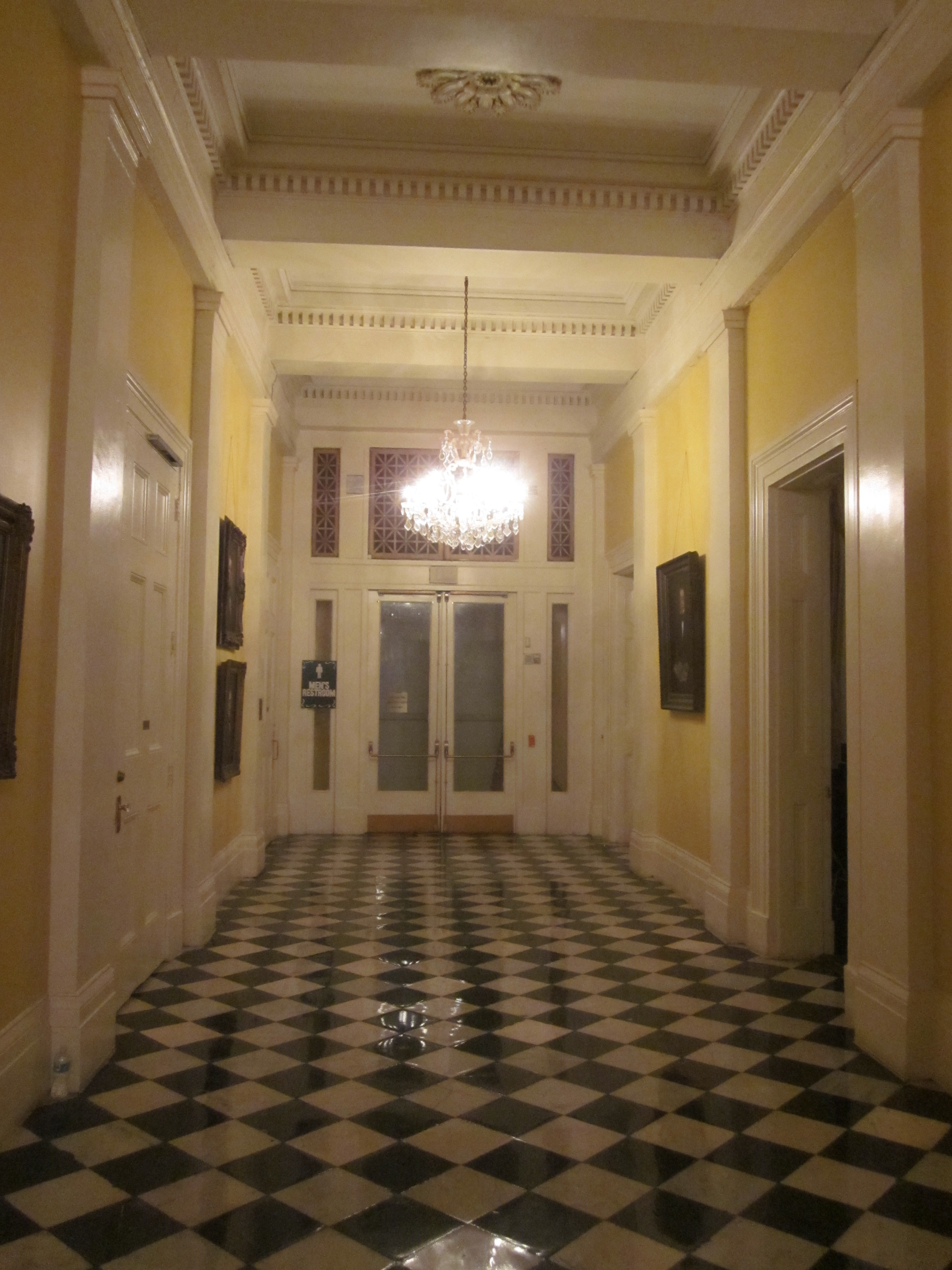 File gallier hall interior hallway jpg wikimedia commons for Small interior hall designs