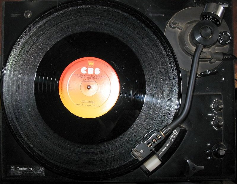 A late 20th-century phonograph turntable and record.