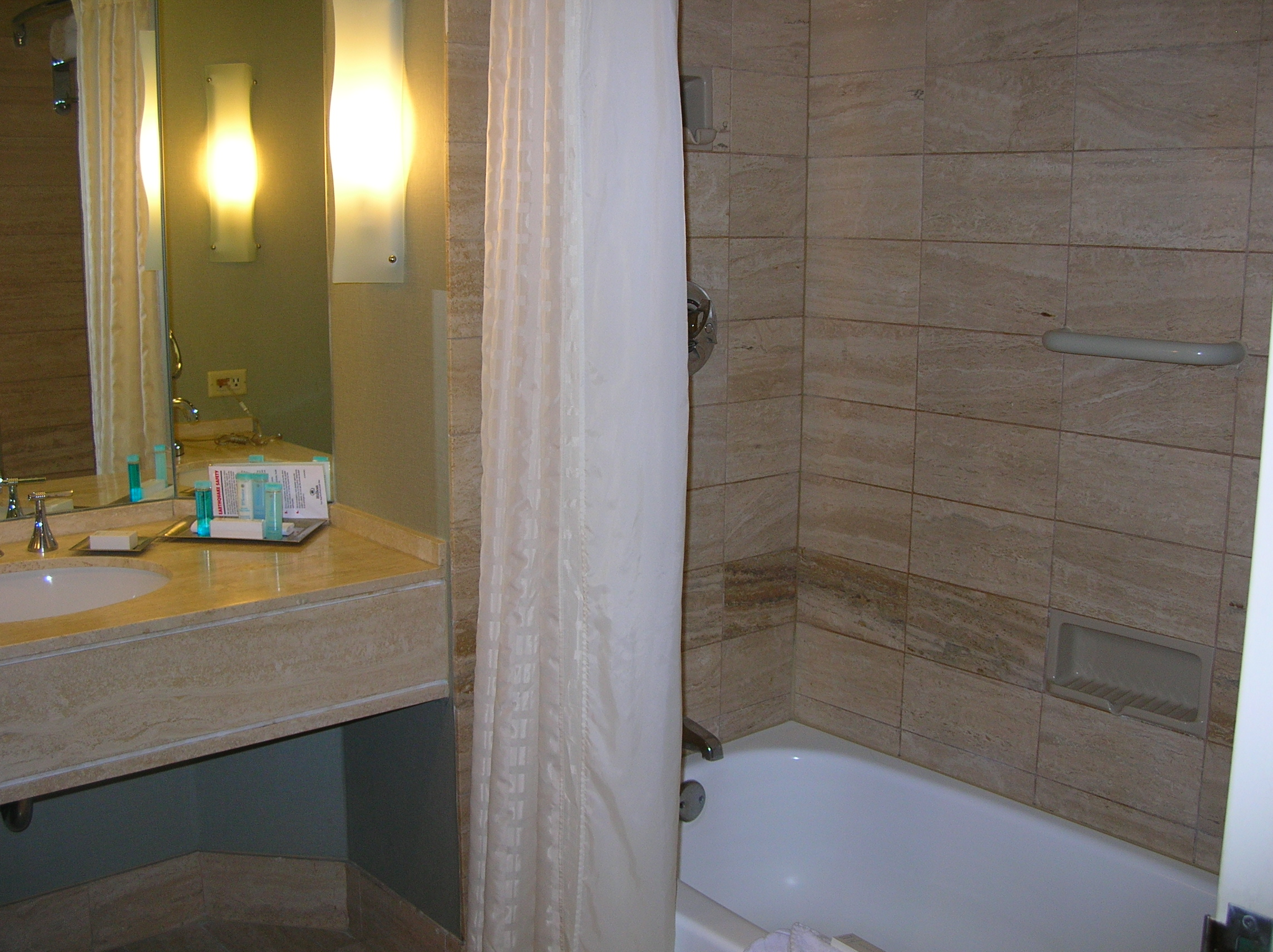Bathroom City : Description Hilton LA-Universal City double room bathroom.JPG