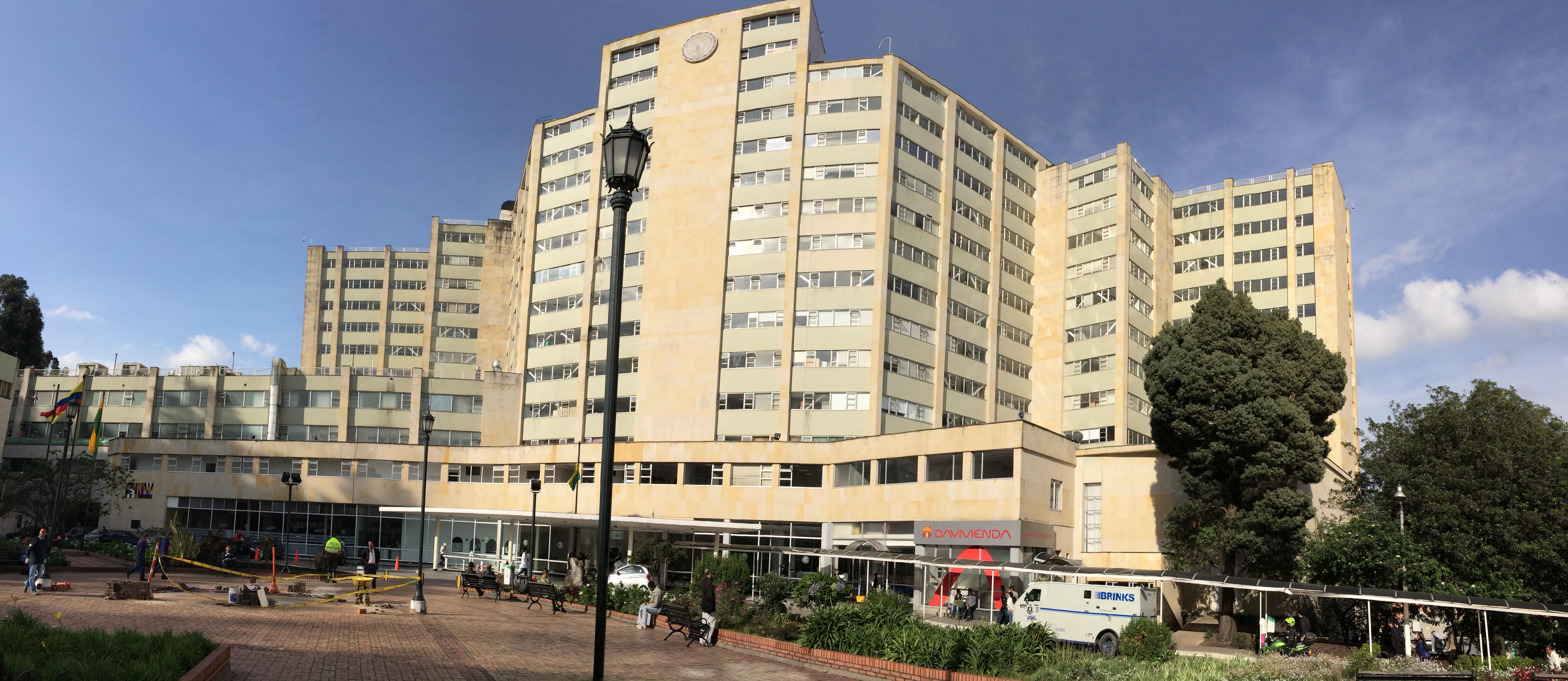 Noticias y  Generalidades - Página 22 Hospital_Militar%2C_Bogot%C3%A1%2C_Colombia_-_panoramio