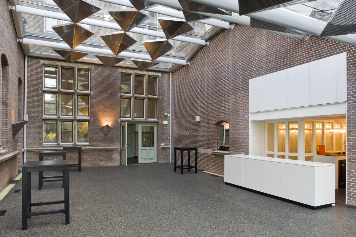File Interieur Hal Voor De Spiegelzaal Met Glazen Plafond