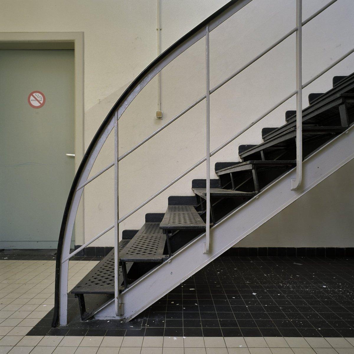 File interieur stalen trap veenhuizen 20386547 wikimedia commons - Interieur trap ...