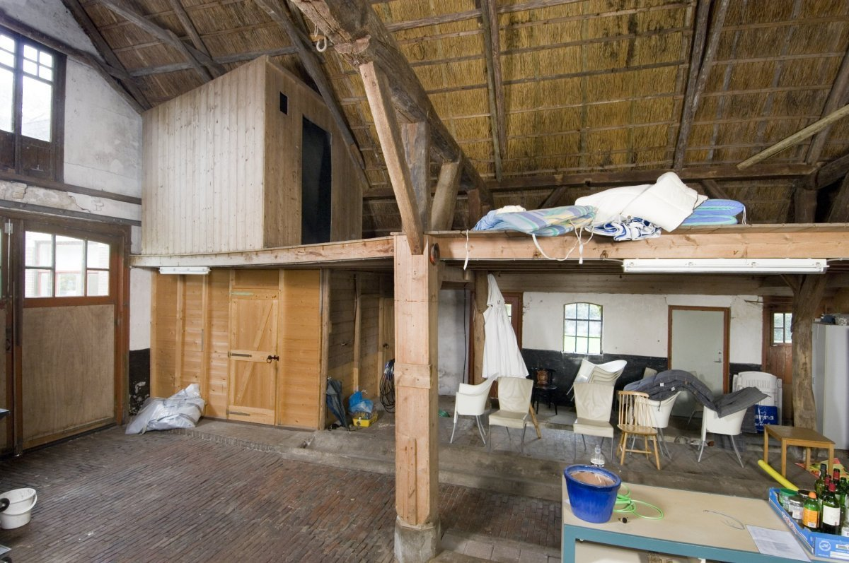 File:Interieur koetshuis, overzicht knechtenkamer - Dwingeloo ...